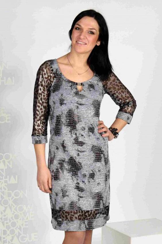 ПлатьеПлатья<br>Коктейльное платье из мягкого трикотажа. Модель полуприлегающего силуэта. Рукава и встаква по низу выполнены из сеточки с леопардовым рисунком в тон.  Цвет: серый, черный.  Длина на 46 - 48 размеры - 96 см Длина на 50 - 54 размеры - 100 см<br><br>Горловина: С- горловина<br>По длине: До колена<br>По материалу: Гипюровая сетка,Трикотаж<br>По рисунку: Рептилия,С принтом,Цветные,Леопард<br>По сезону: Весна,Зима,Лето,Осень,Всесезон<br>По силуэту: Полуприталенные<br>По стилю: Нарядный стиль<br>По форме: Платье - футляр<br>По элементам: С декором,С манжетами<br>Рукав: Рукав три четверти<br>Размер : 46,48,52,54<br>Материал: Трикотаж + Гипюровая сетка<br>Количество в наличии: 9