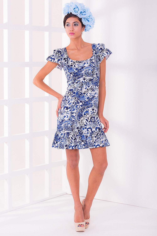 ПлатьеПлатья<br>Женское платье с короткими рукавами. Модель выполнена из хлопкового материала. Отличный выбор для любого случая.  Цвет: синий, белый<br><br>Горловина: С- горловина<br>По длине: До колена<br>По материалу: Хлопок<br>По образу: Город,Свидание<br>По рисунку: Абстракция,Цветные<br>По сезону: Лето<br>По силуэту: Полуприталенные<br>По стилю: Летний стиль,Молодежный стиль,Повседневный стиль,Романтический стиль<br>По форме: Платье - футляр<br>Рукав: Короткий рукав<br>По элементам: С молнией,С воланами и рюшами<br>Размер : 42,44,46<br>Материал: Хлопок<br>Количество в наличии: 3