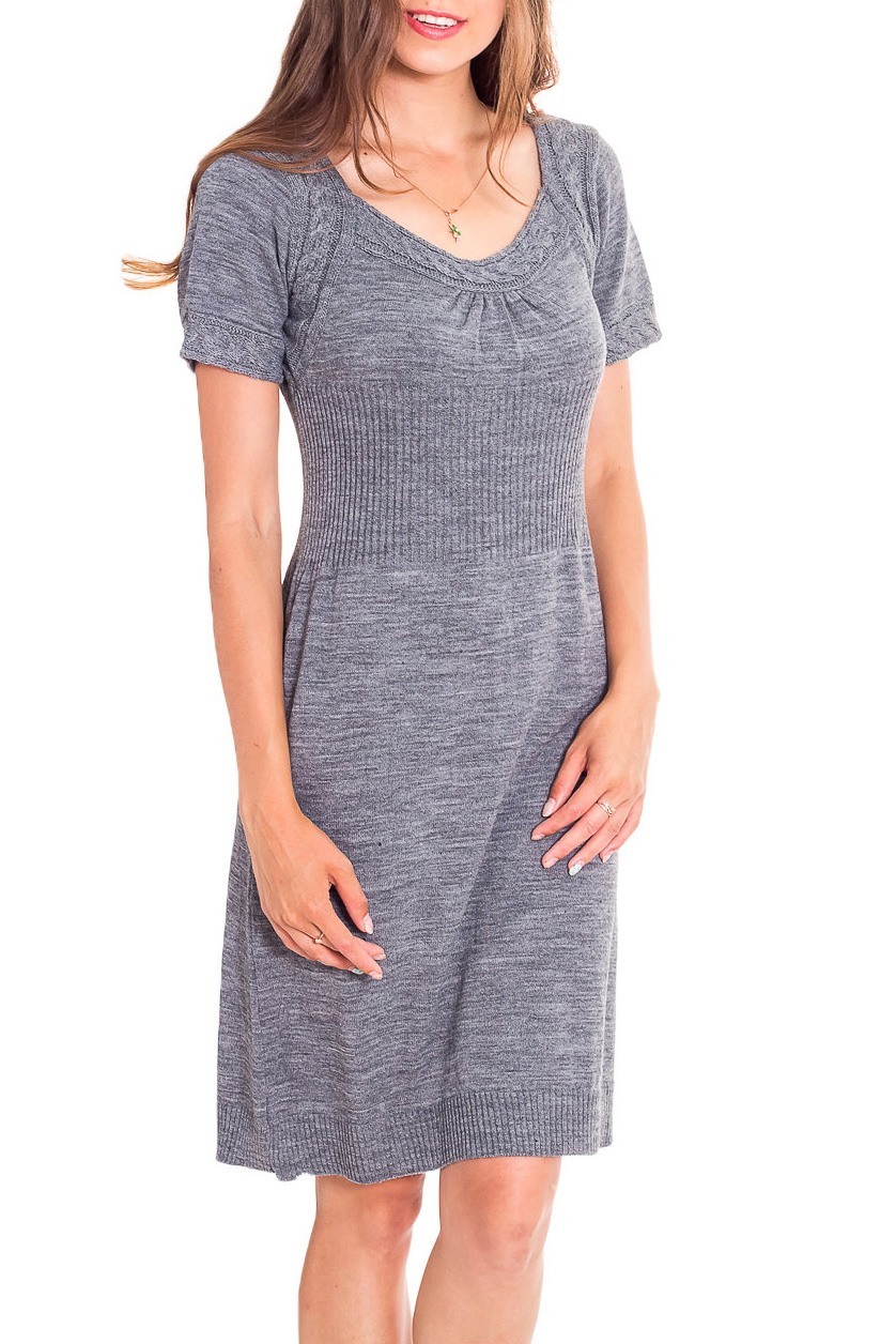 ПлатьеПлатья<br>Уютное платье с короткими рукавами из вязаного трикотажа. Вязаный трикотаж - это красота, тепло и комфорт. В вязанных вещах очень легко оставаться женственной и в то же время не замёрзнуть.  В изделии использованы цвета: серый  Рост девушки-фотомодели 170 см<br><br>Горловина: V- горловина<br>По длине: До колена<br>По материалу: Вязаные,Трикотаж<br>По рисунку: Однотонные<br>По сезону: Зима,Осень,Весна<br>По силуэту: Приталенные<br>По стилю: Повседневный стиль<br>По форме: Платье - трапеция<br>Рукав: Короткий рукав<br>Размер : 44,48<br>Материал: Вязаное полотно<br>Количество в наличии: 3
