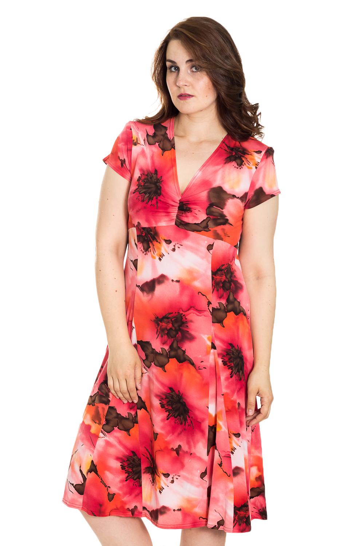 ПлатьеПлатья<br>Цветное платье с V-образной горловиной и короткими рукавами. Модель выполнена из мягкой вискозы. Отличный выбор для повседневного гардероба.  Цвет: красный, коралловый, оранжевый  Рост девушки-фотомодели 180 см<br><br>Горловина: V- горловина<br>По длине: Ниже колена<br>По материалу: Вискоза,Трикотаж<br>По рисунку: Растительные мотивы,С принтом,Цветные,Цветочные<br>По силуэту: Полуприталенные<br>По стилю: Повседневный стиль<br>По форме: Платье - футляр<br>Рукав: Короткий рукав<br>По сезону: Лето<br>Размер : 50,60<br>Материал: Холодное масло<br>Количество в наличии: 4