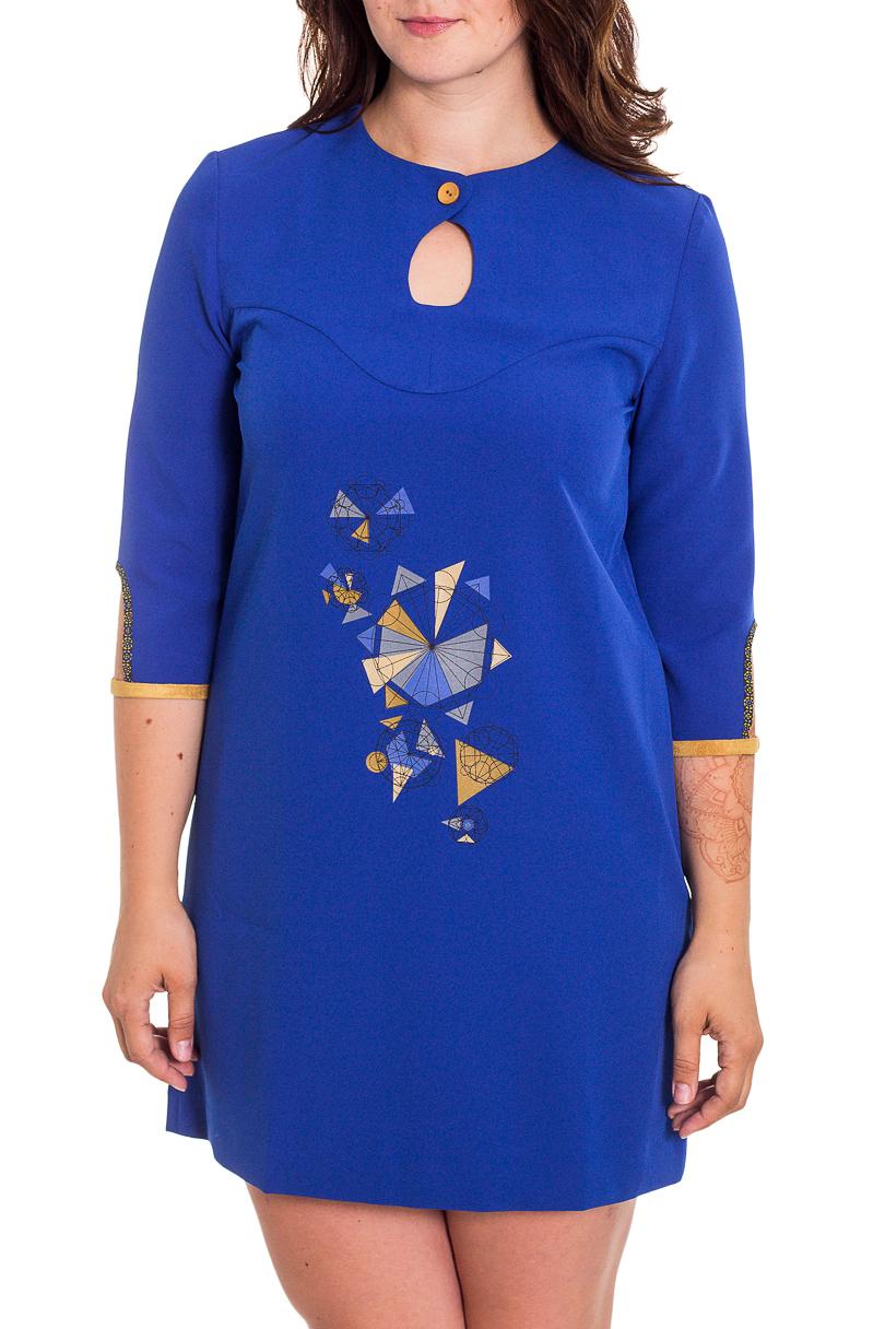 ПлатьеПлатья<br>Интересное платье с декоративными вырезами. Модель выполнена из приятного материала. Отличный выбор для повседневного гардероба.  В изделии использованы цвета: синий, желтый  Рост девушки-фотомодели 180 см<br><br>Горловина: С- горловина<br>По длине: До колена<br>По материалу: Тканевые<br>По рисунку: С принтом,Цветные<br>По силуэту: Прямые<br>По стилю: Повседневный стиль<br>По форме: Платье - трапеция<br>По элементам: С вырезом,С декором<br>Рукав: Рукав три четверти<br>По сезону: Осень,Весна,Зима<br>Размер : 44,46,48,50,52<br>Материал: Плательная ткань<br>Количество в наличии: 5