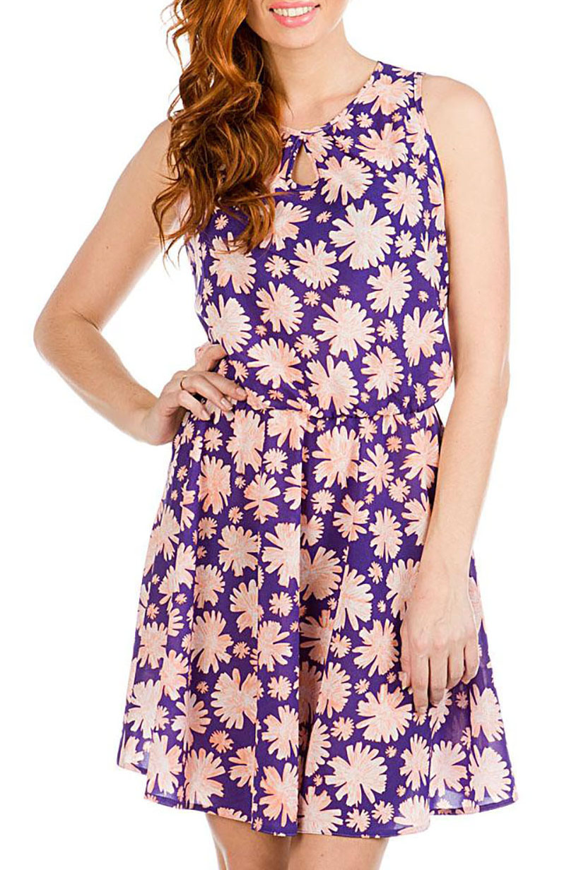 ПлатьеПлатья<br>Красивое платье без рукавов с декоративным верезом капелька. Модель выполнена из воздушного шифона. Отличный выбор для повседневного гардероба.  В изделии использованы цвета: фиолетовый, коралловый  Ростовка изделия 170 см<br><br>Горловина: С- горловина<br>По длине: До колена<br>По материалу: Шифон<br>По рисунку: Растительные мотивы,С принтом,Цветные,Цветочные<br>По силуэту: Полуприталенные<br>По стилю: Повседневный стиль<br>По форме: Платье - трапеция<br>По элементам: С декором<br>Рукав: Без рукавов<br>По сезону: Лето<br>Размер : 42,44,46,48<br>Материал: Шифон<br>Количество в наличии: 8