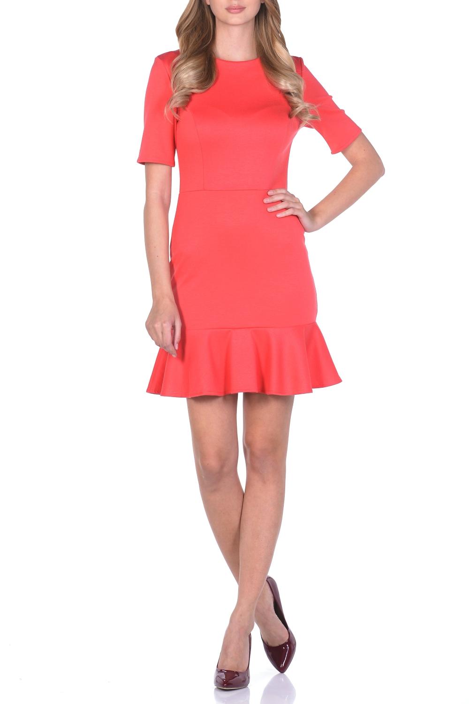 ПлатьеПлатья<br>Особенность современной моды состоит в том, что фасоны и идеи через какое-то время снова возвращаются. Платье с воланом внизу можно считать одной из таких модных новинок. Волан - это полоска ткани, которую выкраивают по кругу и притачают к изделию. Такой декоративный элемент неизменно привлекает внимание. Платье с воланом выглядит очень нежно и женственно, оно не просто украшает женщину, но и подчеркивает ее изысканность. Коктейльное платье, оригинальность которому придает широкий волан, пришитый по низу юбки. Платье отрезное по линии талии. Приталенный силуэт платья достигнут благодаря рельефам на полочке. Вырез горловины крулый. Рукав короткий. Платье с воланом уже само по себе выглядит празднично, поэтому не стоит его перегружать дополнительными декоративными элементами. Из обуви лучше всего выбирать модели на высоком каблуке или платформе.  Длина изделия по спинке 84 см.  В изделии использованы цвета: коралловый  Рост девушки-фотомодели 170 см.<br><br>Горловина: С- горловина<br>По длине: До колена<br>По материалу: Вискоза,Трикотаж<br>По рисунку: Однотонные<br>По силуэту: Приталенные<br>По стилю: Повседневный стиль<br>По элементам: С воланами и рюшами<br>Рукав: До локтя<br>По сезону: Осень,Весна,Зима<br>По форме: Платье - годе<br>Размер : 44,46,48,50<br>Материал: Трикотаж<br>Количество в наличии: 4