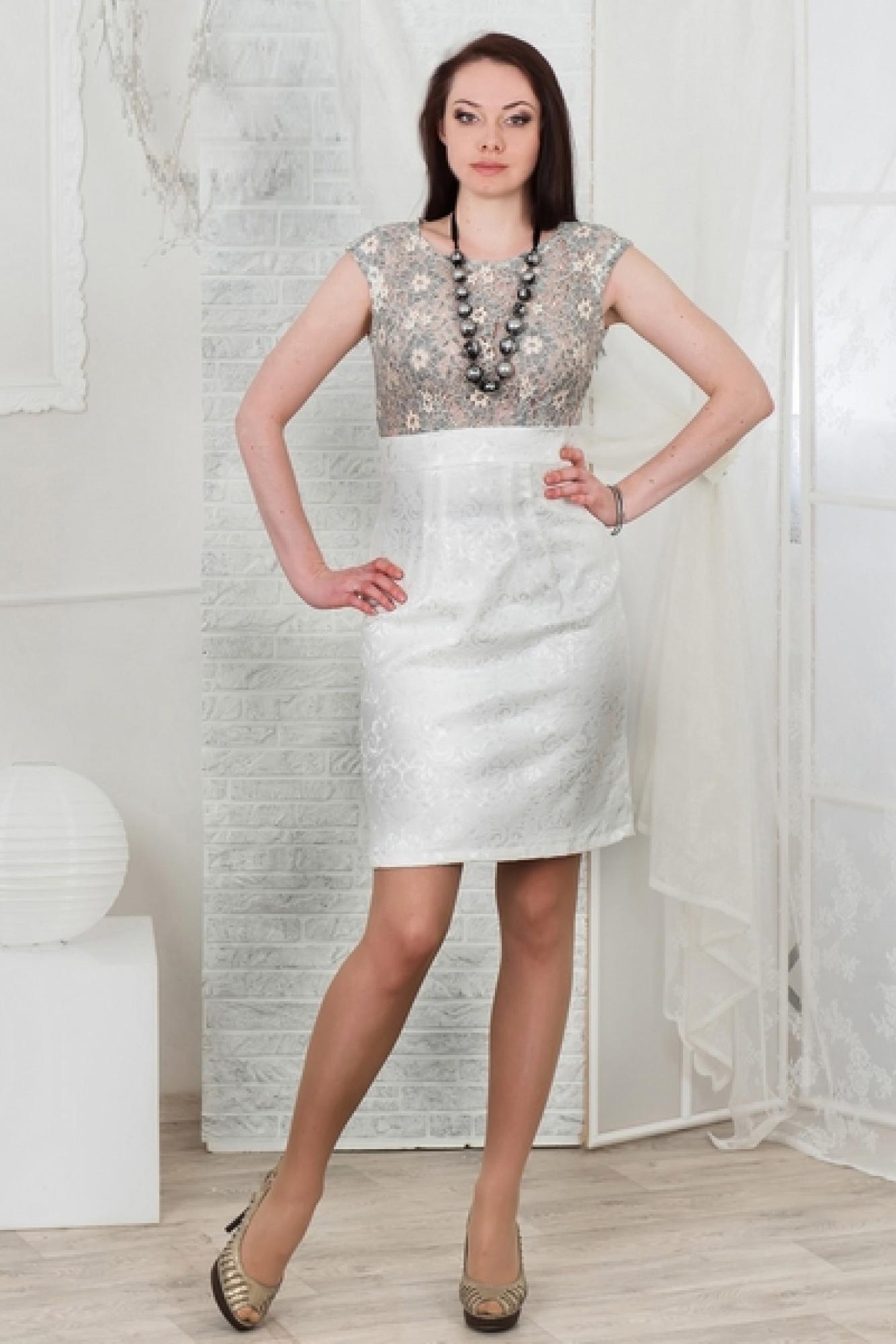 ПлатьеПлатья<br>Утонченная модель подчеркнет Вашу женственность. Безупречное сочетание - лиф из  меланжевого кружева на хлопковой основе и юбка из жаккардового хлопка - стрейч молочного цвета. Завышенная талия удлинит Ваши ноги.  Бусы в комплект не входят.  Цвет: бежевый, серый, молочный.  Длина излелия до 48 размера около 95 см Длина изделия от 50 размера около 100 см<br><br>Горловина: С- горловина<br>По длине: До колена<br>По материалу: Жаккард,Хлопок<br>По рисунку: Цветные,Растительные мотивы,С принтом,Цветочные<br>По сезону: Весна,Зима,Лето,Осень,Всесезон<br>По силуэту: Приталенные<br>По стилю: Нарядный стиль,Повседневный стиль,Летний стиль<br>По форме: Платье - футляр<br>По элементам: С декором,С завышенной талией,С разрезом<br>Разрез: Шлица<br>Рукав: Без рукавов<br>Размер : 46,48,50,52,54<br>Материал: Жаккард<br>Количество в наличии: 10