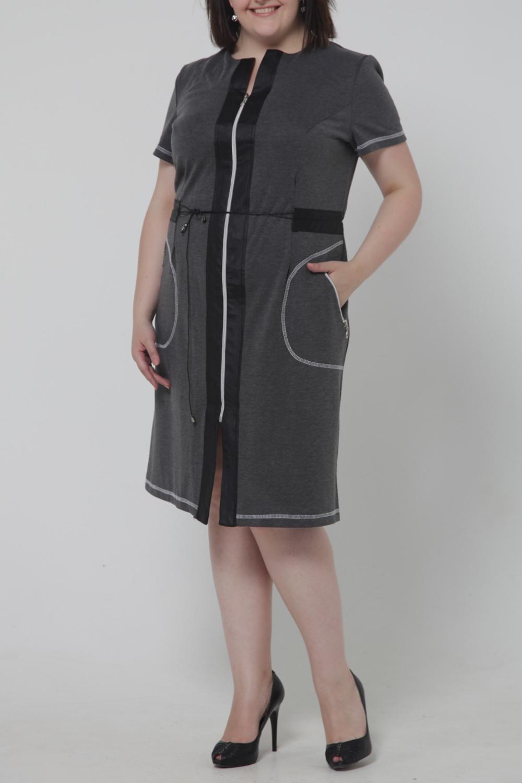 ПлатьеПлатья<br>Оригинальное женское платье с декоративной молнией и вставками из искусственной кожи. Модель выполнена из приятного материала. Отличный выбор для повседневного гардероба.  Цвет: серый, черный  Рост девушки-фотомодели 170 см<br><br>Горловина: С- горловина<br>По длине: До колена<br>По материалу: Трикотаж,Шерсть,Искусственная кожа<br>По образу: Город,Свидание<br>По рисунку: Однотонные<br>По сезону: Весна,Осень<br>По силуэту: Полуприталенные<br>По стилю: Повседневный стиль<br>По элементам: С декором,С карманами,С кожаными вставками,С молнией<br>Рукав: Короткий рукав<br>Размер : 52<br>Материал: Трикотаж + Искусственная кожа<br>Количество в наличии: 1