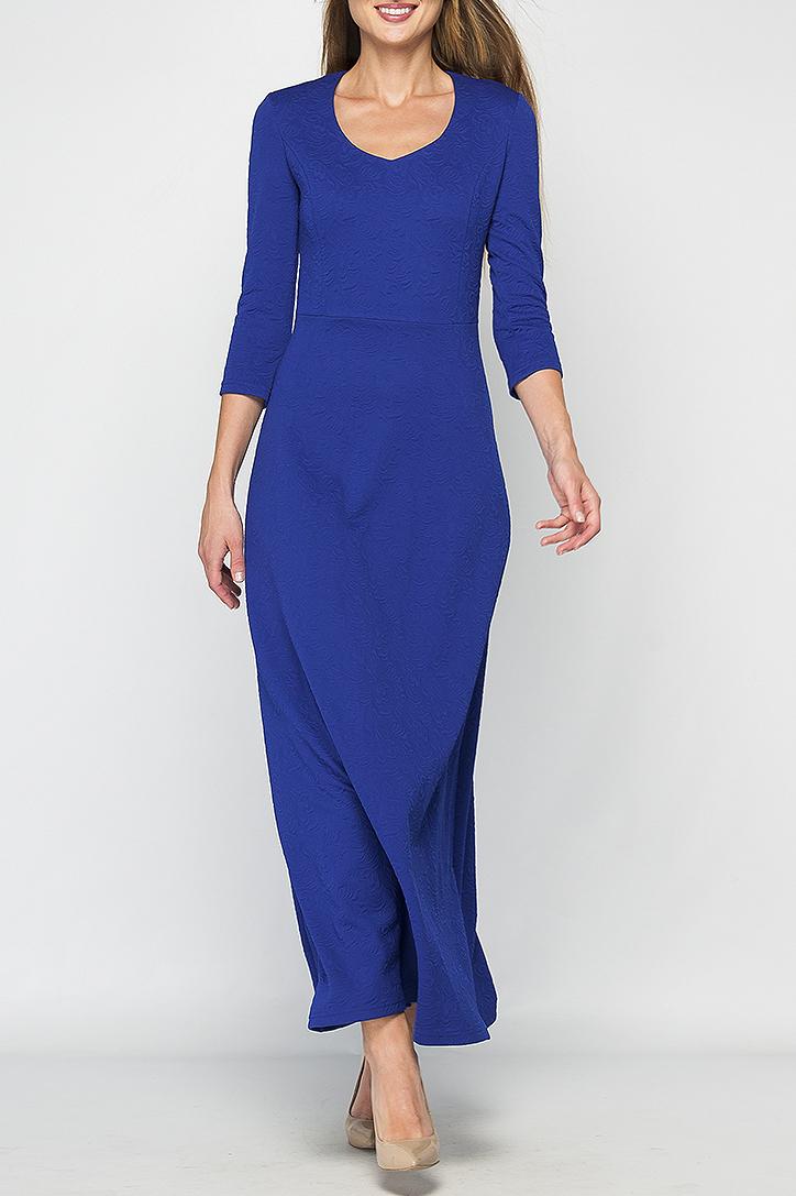 ПлатьеПлатья<br>Женское платье в пол. Модель приталенного силуэта из плотного элластичного трикотажа, имеет фигурный вырез горловины и рукав 3/4. Платье отрезное по линии талии, юбка расклешенная к низу. Это платье отлично дополнит Ваш гардероб, за счет своего простого кроя и однотонного цвета, его можно использовать в огромном количестве образов,как повседневных, так и праздничных, дополняя различными аксессуарами, также оно выгодно подчеркнет все достоинства фигуры.  Параметры изделия:  44 размер: обхват груди - 82 см, обхват талии - 68 см, длина рукава - 46 см, длина изделия - 142 см;  52 размер: обхват груди - 102 см, обхват талии - 90 см, длина рукава - 47 см, длина изделия - 144 см.  В изделии использованы цвета: синий  Рост девушки-фотомодели 175 см.<br><br>Горловина: С- горловина<br>По длине: Макси<br>По материалу: Трикотаж<br>По рисунку: Однотонные,Фактурный рисунок<br>По сезону: Весна,Зима,Лето,Осень,Всесезон<br>По силуэту: Полуприталенные<br>По стилю: Кэжуал,Нарядный стиль,Повседневный стиль<br>По форме: Платье - трапеция<br>Рукав: Рукав три четверти<br>Размер : 46,48<br>Материал: Трикотаж<br>Количество в наличии: 2