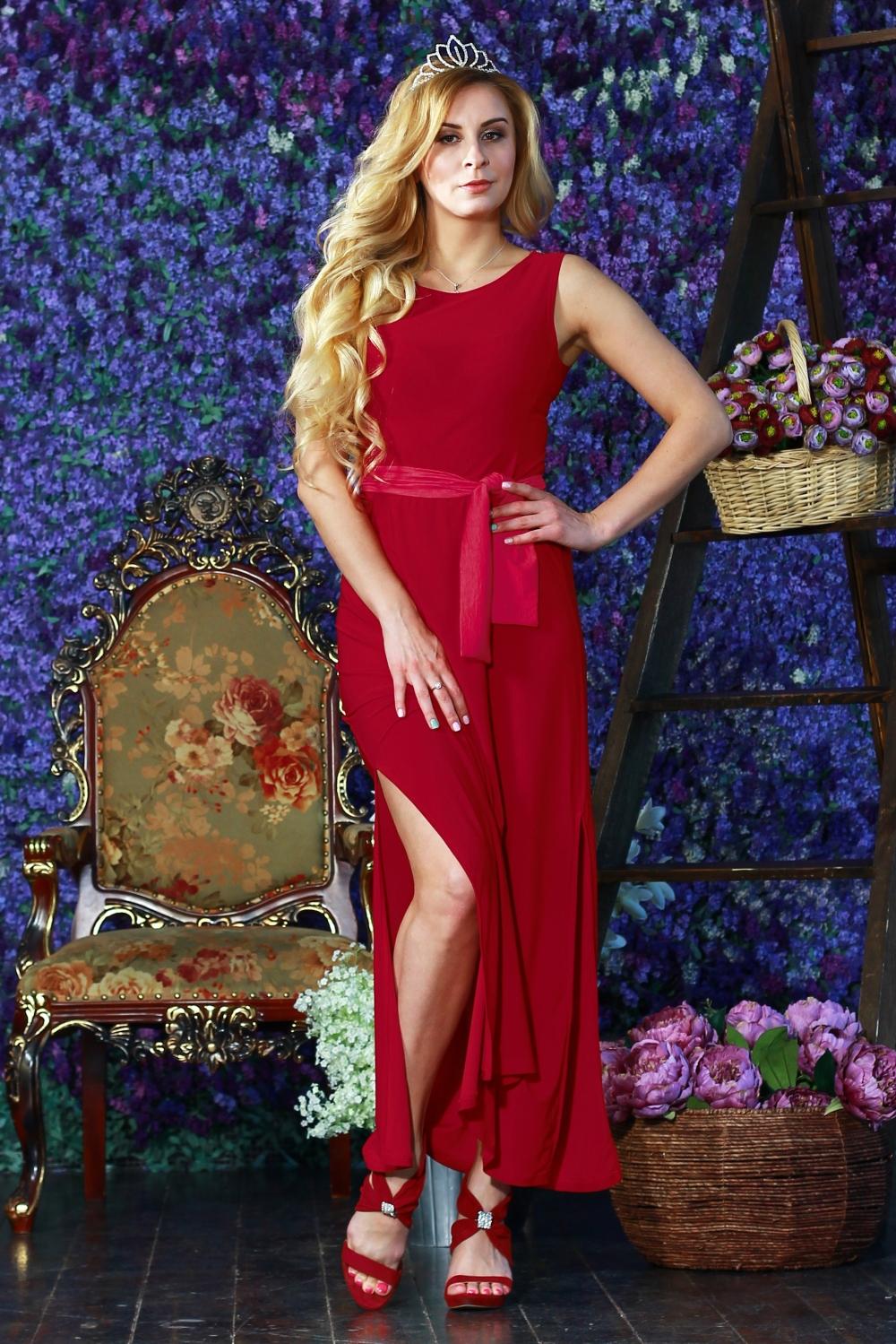ПлатьеПлатья<br>Прелестное длинное платье из легкого струящегося трикотажного полотна. Платье отрезное по линии талии с отрезными бочками на полочке и спинке. Юбка прямая с высокими разрезами по боковым швам. Пояс в комплект не входит.  Цвет: красный.  Рост девушки-фотомодели 175 см<br><br>Горловина: С- горловина<br>По длине: Макси<br>По материалу: Вискоза,Трикотаж<br>По рисунку: Однотонные<br>По силуэту: Полуприталенные<br>По стилю: Летний стиль,Повседневный стиль,Нарядный стиль<br>По элементам: С разрезом<br>Разрез: Длинный<br>Рукав: Без рукавов<br>По сезону: Лето<br>Размер : 42,46,48,50,52,54<br>Материал: Холодное масло<br>Количество в наличии: 9