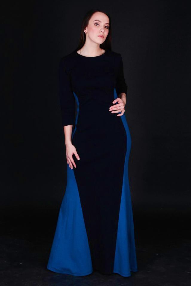ПлатьеПлатья<br>Нарядное платье в пол. Модель выполнена из приятного материала. Отличный выбор для любого случая.  В изделии использованы цвета: темно-синий, синий  Ростовка изделия 170 см.<br><br>Горловина: С- горловина<br>По длине: Макси<br>По материалу: Трикотаж<br>По рисунку: Цветные<br>По силуэту: Полуприталенные<br>По стилю: Повседневный стиль<br>По форме: Платье - трапеция<br>Рукав: Рукав три четверти<br>По сезону: Осень,Весна<br>Размер : 44<br>Материал: Трикотаж<br>Количество в наличии: 1