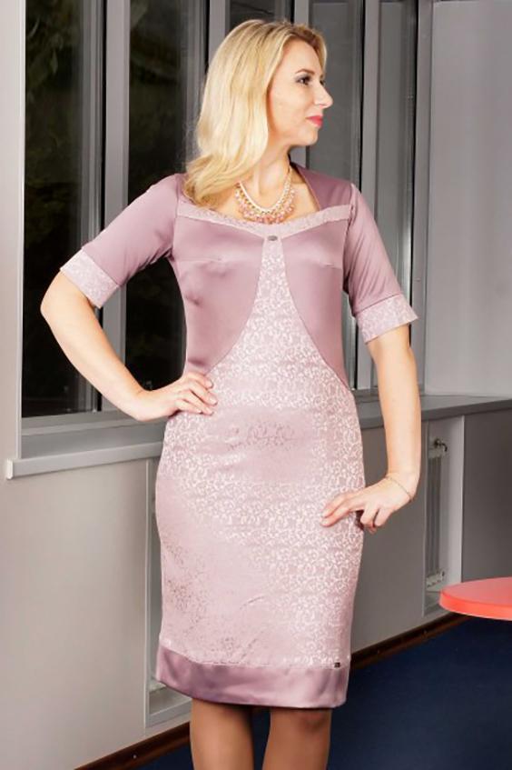 ПлатьеПлатья<br>Необычайно красивое, нарадное платье из жаккарда и хлопкового сатина (стрейч). Изящные линии рельефов, нижний подрез, манжеты и открытый вырез, выполненные на контрасте - изюминка этой модели.  Цвет: нежный розовый.  Длина на 46 - 48 размеры - 102 см Длина на 52 - 54 размеры - 108 см<br><br>По длине: Ниже колена<br>По рисунку: Однотонные<br>По сезону: Весна,Всесезон,Зима,Лето,Осень<br>По силуэту: Приталенные<br>По стилю: Нарядный стиль<br>По форме: Платье - футляр<br>По элементам: С разрезом<br>Разрез: Шлица,Короткий<br>Рукав: До локтя,Короткий рукав<br>Горловина: Фигурная горловина<br>По материалу: Тканевые<br>Размер : 46,48,50,52,54,56<br>Материал: Жаккард<br>Количество в наличии: 11