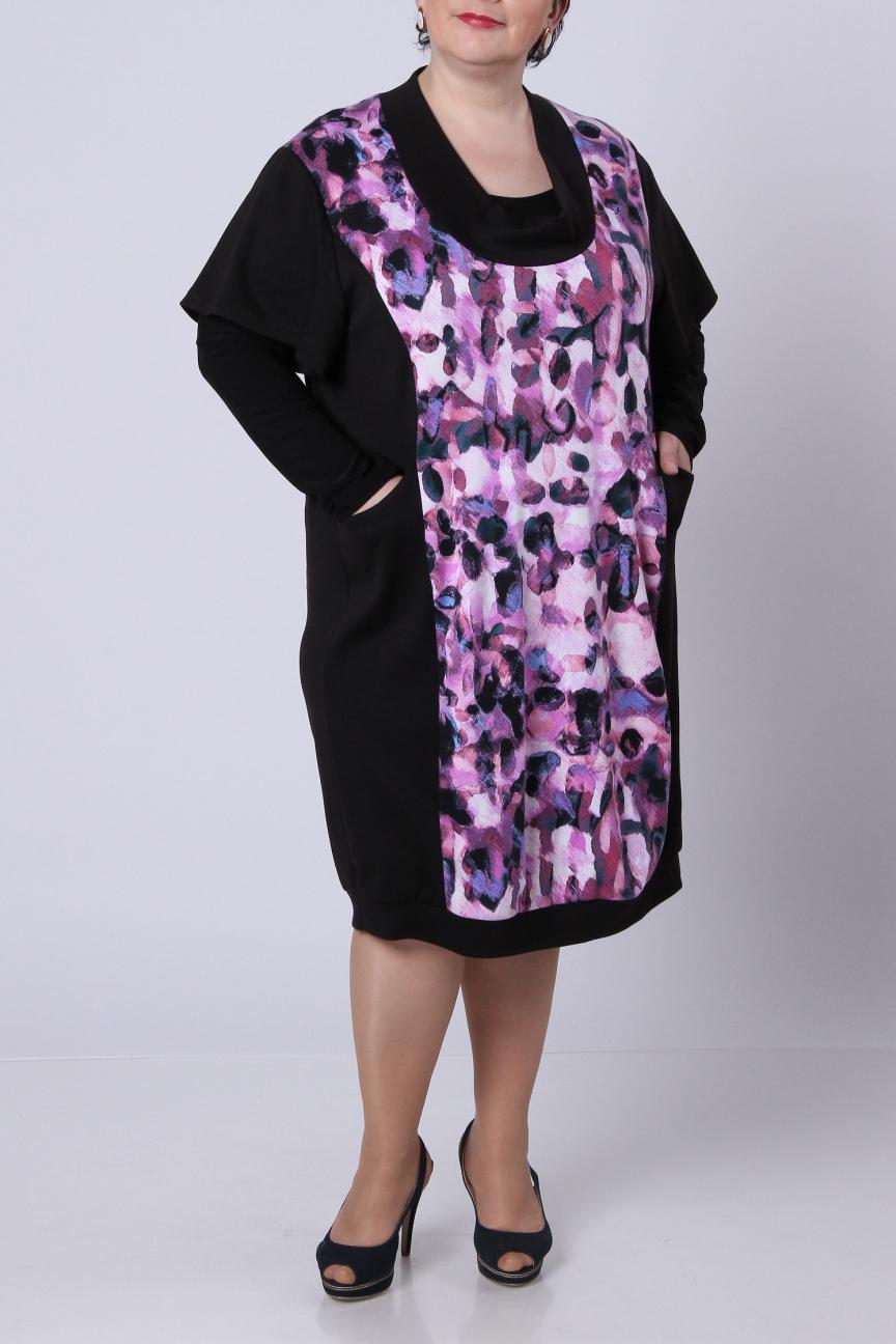 ПлатьеПлатья<br>Стильное платье из джерси с набивным рисунком по полочке. Свободный приспущенный рукав 20 см. Фасон – свободный, слегка зауженный к низу и посаженный на небольшой манжет. Платье без блузки.  Длина изделия по спинке – 102 см.  Цвет: черный, розовый<br><br>Воротник: Хомут<br>По длине: Ниже колена<br>По материалу: Вискоза,Трикотаж<br>По рисунку: Цветные,С принтом<br>По сезону: Весна,Осень,Зима<br>По силуэту: Свободные<br>По стилю: Повседневный стиль<br>По элементам: С карманами<br>Рукав: Короткий рукав<br>Размер : 58<br>Материал: Джерси<br>Количество в наличии: 1