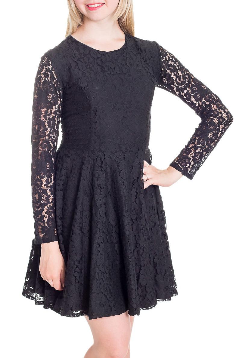 ПлатьеПлатья<br>Шикарное женское платье приталенного силуэта с длинными рукавами и ажурной юбкой. В этом платье Вы не останетесь незамеченной.  Цвет: черный.  Рост девушки-фотомодели 170 см<br><br>Горловина: С- горловина<br>По длине: До колена<br>По материалу: Гипюровая сетка,Кружево,Тканевые<br>По рисунку: Однотонные<br>По сезону: Весна,Зима,Лето,Осень,Всесезон<br>По силуэту: Приталенные<br>По стилю: Молодежный стиль,Нарядный стиль,Ультрамодный стиль,Вечерний стиль<br>По форме: Платье - трапеция<br>По элементам: С декором,С подкладом<br>Рукав: Длинный рукав<br>Размер : 44,46,48<br>Материал: Гипюр<br>Количество в наличии: 3