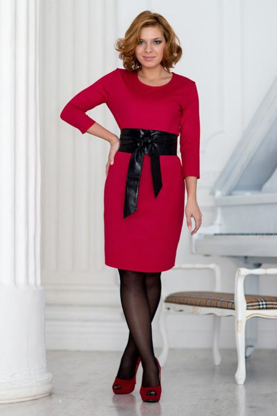 ПлатьеПлатья<br>Яркое платье с круглой горловиной и рукавами 3/4. Модель выполнена из плотного трикотажа. Отличный выбор для любого случая. Платье без пояса.  Цвет: малиновый  Ростовка изделия 170 см<br><br>Горловина: С- горловина<br>По длине: До колена<br>По материалу: Трикотаж<br>По рисунку: Однотонные<br>По сезону: Весна,Осень,Зима<br>По силуэту: Полуприталенные<br>По стилю: Повседневный стиль<br>По форме: Платье - футляр<br>Рукав: Рукав три четверти<br>Размер : 44<br>Материал: Джерси<br>Количество в наличии: 1