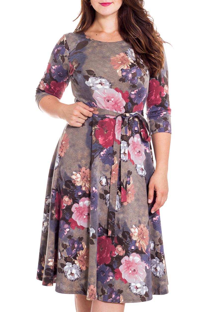 ПлатьеПлатья<br>Красивое платье с цветочным принтом. Модель выполнена из эластичного трикотажа. Отличный выбор для повседневного гардероба. Платье без пояса.  В изделии использованы цвета: серый, розовый, сиреневый и др.  Рост девушки-фотомодели 180 см<br><br>Горловина: С- горловина<br>По длине: До колена<br>По материалу: Трикотаж<br>По рисунку: Растительные мотивы,С принтом,Цветные,Цветочные<br>По силуэту: Приталенные<br>По стилю: Повседневный стиль<br>По форме: Платье - трапеция<br>Рукав: Рукав три четверти<br>По сезону: Осень,Весна,Зима<br>Размер : 44,46,50<br>Материал: Джерси<br>Количество в наличии: 3