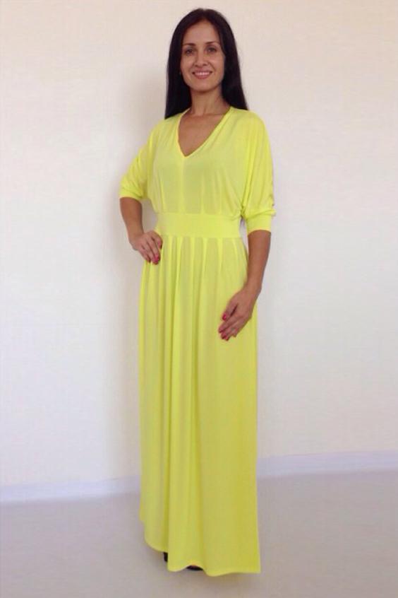 ПлатьеПлатья<br>Повседневно-нарядное платье прекрасно подойдет как для праздника, так и для романтичной встречи. В наших платьях Вы будете выглядеть очаровательно на протяжении всего дня. Рукава до локтя, на манжетах.  Цвет: желтый.  Рост девушки-фотомодели 170 см<br><br>Горловина: V- горловина<br>По длине: Макси<br>По материалу: Трикотаж<br>По образу: Свидание<br>По рисунку: Однотонные<br>По сезону: Весна,Зима,Лето,Осень,Всесезон<br>По силуэту: Полуприталенные<br>По стилю: Греческий стиль,Нарядный стиль,Повседневный стиль,Романтический стиль<br>По элементам: С вырезом,С декором,С манжетами,Со складками<br>Рукав: До локтя<br>Размер : 46,48,50<br>Материал: Холодное масло<br>Количество в наличии: 3