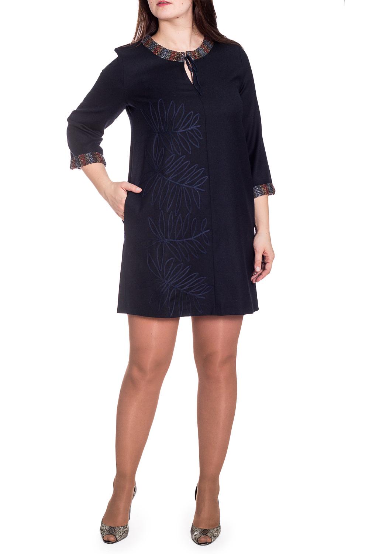 ПлатьеПлатья<br>Теплое платье трапециевидного силуэта с рукавами 3/4. Модель выполнена из шерстянного трикотажа. Отличный выбор для повседневного гардероба.  В изделии использованы цвета: темно-синий  Рост девушки-фотомодели 180 см.<br><br>Горловина: С- горловина<br>По длине: До колена<br>По материалу: Трикотаж,Шерсть<br>По рисунку: С принтом,Цветные<br>По сезону: Осень,Зима<br>По силуэту: Полуприталенные<br>По стилю: Повседневный стиль<br>По форме: Платье - трапеция<br>По элементам: С декором<br>Рукав: Рукав три четверти<br>Размер : 46,48,50,52,54,56<br>Материал: Трикотаж<br>Количество в наличии: 11
