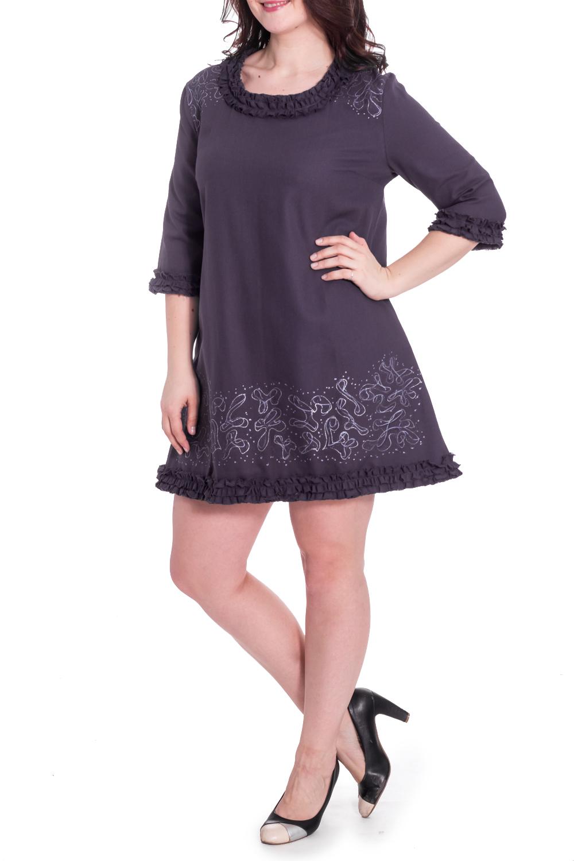 ПлатьеПлатья<br>Интересное платье с рюшами. Модель выполнена из натурального хлопка. Отличный выбор для повседневного гардероба.  В изделии использованы цвета: темно-фиолетовый и др.  Рост девушки-фотомодели 180 см.<br><br>Горловина: С- горловина<br>По длине: До колена<br>По материалу: Хлопок<br>По рисунку: С принтом,Цветные<br>По силуэту: Свободные<br>По стилю: Повседневный стиль<br>По форме: Платье - трапеция<br>По элементам: С воланами и рюшами,С декором<br>Рукав: Рукав три четверти<br>По сезону: Осень,Весна<br>Размер : 46,48,50,52,54,56<br>Материал: Хлопок<br>Количество в наличии: 11