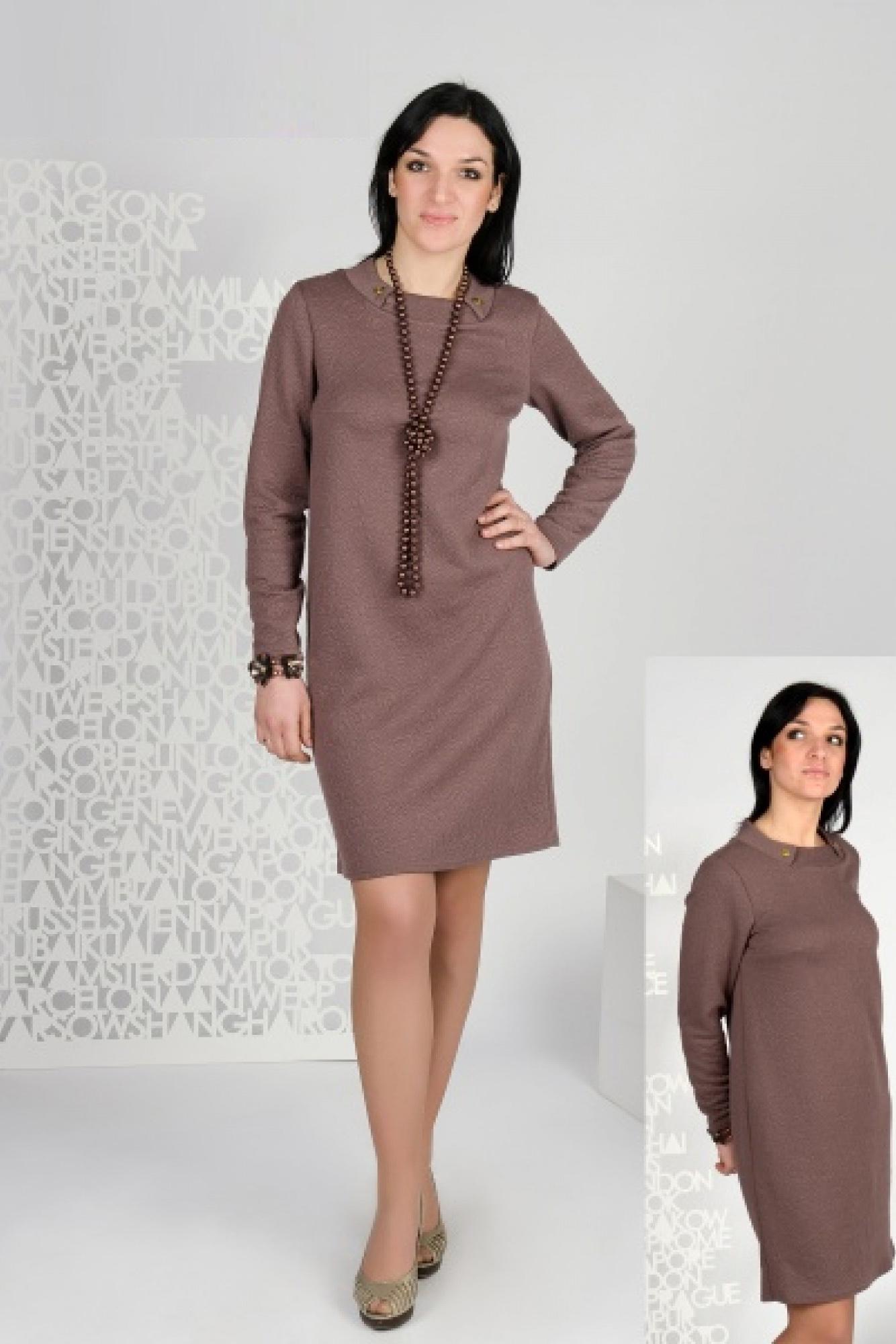 ПлатьеПлатья<br>Комфортное платье из плотного фактурного трикотажа. Свободный силуэт и интересный воротник, отделанный пуговицами, сделают это платье любимым повседневным нарядом.  Бусы в комплект не входят.  Цвет: кофе.  Длина изделия до 48 размера около 96 см Длина изделия от 50 рразмера около 101 см<br><br>Воротник: Отложной<br>Горловина: С- горловина<br>По длине: До колена<br>По материалу: Жаккард<br>По образу: Город,Офис,Свидание<br>По рисунку: Однотонные,Фактурный рисунок<br>По сезону: Зима,Осень,Весна<br>По силуэту: Полуприталенные<br>По стилю: Классический стиль,Кэжуал,Офисный стиль,Повседневный стиль<br>По форме: Платье - футляр<br>По элементам: С воротником,С декором<br>Рукав: Длинный рукав<br>Размер : 48,50,52,54,56<br>Материал: Жаккард<br>Количество в наличии: 8