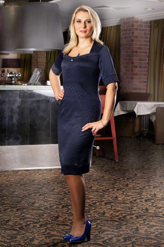 ПлатьеПлатья<br>Необычайно красивое, нарадное платье из жаккарда и хлопкового сатина (стрейч). Изящные линии рельефов, нижний подрез, манжеты и открытый вырез, выполненные на контрасте - изюминка этой модели.  Цвет: синий.  Длина на 46 - 48 размеры - 102 см Длина на 52 - 54 размеры - 108 см<br><br>По длине: Ниже колена<br>По материалу: Жаккард<br>По образу: Свидание<br>По рисунку: Однотонные<br>По сезону: Весна,Всесезон,Зима,Лето,Осень<br>По силуэту: Приталенные<br>По стилю: Нарядный стиль,Повседневный стиль<br>По форме: Платье - футляр<br>Рукав: До локтя,Короткий рукав<br>Горловина: Фигурная горловина<br>Размер : 46,48,54<br>Материал: Жаккард<br>Количество в наличии: 6