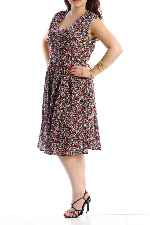 ПлатьеПлатья<br>Женское платье с круглой горловиной и короткими рукавами. Модель выполнена из хлопкового материала. Отличный выбор для повседневного гардероба.Цвет: красный, мультицвет<br><br>Рукав: Без рукавов<br>Горловина: V- горловина<br>Материал: Хлопок<br>Рисунок: Растительные мотивы,Цветные,Цветочные,С принтом<br>Сезон: Лето<br>Силуэт: Полуприталенные<br>Стиль: Повседневный стиль,Летний стиль<br>Форма: Платье - трапеция<br>Длина: Ниже колена<br>Размер : 44<br>Материал: Хлопок<br>Количество в наличии: 6