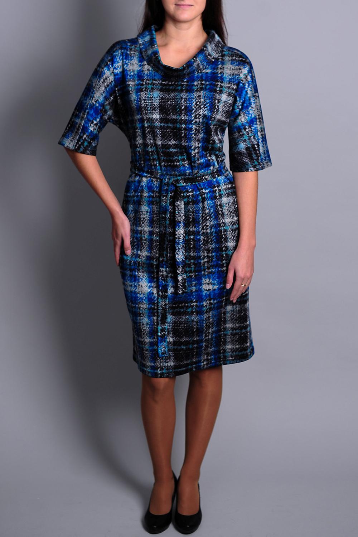 ПлатьеПлатья<br>Чудесное платье с объемным воротником и рукавами 3/4. Модель выполнена из приятного материала. Отличный выбор для повседневного гардероба. Платье без пояса.  В изделии использованы цвета: синий и др.  Ростовка изделия 170 см.<br><br>Воротник: Хомут<br>По длине: До колена<br>По материалу: Вискоза<br>По рисунку: В клетку,С принтом,Цветные<br>По сезону: Зима,Осень,Весна<br>По силуэту: Полуприталенные<br>По стилю: Повседневный стиль<br>По форме: Платье - футляр<br>По элементам: С манжетами<br>Рукав: До локтя<br>Размер : 50,52<br>Материал: Вискоза<br>Количество в наличии: 2