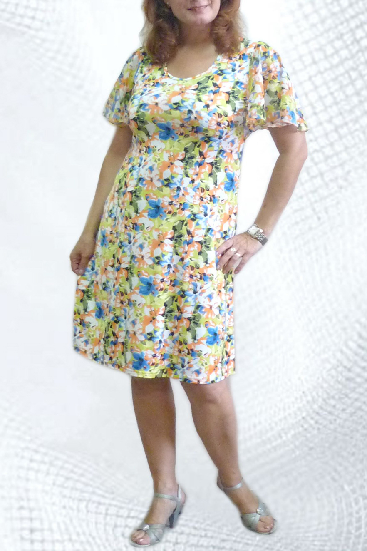 ПлатьеПлатья<br>Женское платье с круглой горловиной и коротким рукавом. Модель свободного силуэта из приятного трикотажа с цветочным принтом. Отличный вариант для повседневного гардероба.   Цвет: желтый, зеленый, оранжевый, голубой<br><br>Горловина: С- горловина<br>По материалу: Вискоза,Трикотаж<br>По рисунку: Растительные мотивы,Цветные,Цветочные,С принтом<br>По сезону: Весна,Лето<br>По силуэту: Свободные<br>Рукав: Короткий рукав<br>По стилю: Повседневный стиль,Летний стиль<br>По длине: До колена<br>По форме: Платье - трапеция<br>По элементам: С воланами и рюшами<br>Размер : 46<br>Материал: Холодное масло<br>Количество в наличии: 1