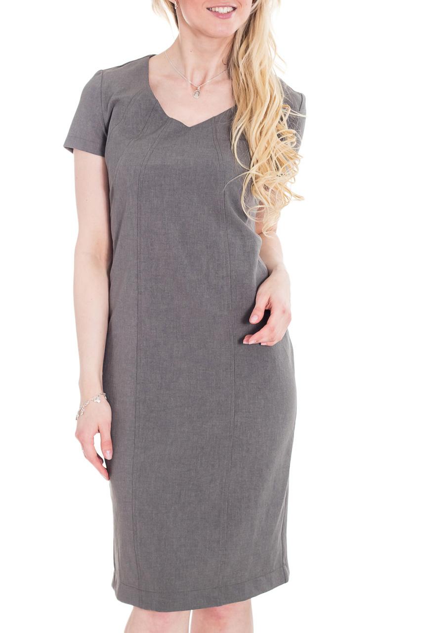 ПлатьеПлатья<br>Классика и элегантность - это залог успеха для создания Вашего повседневного образа. Дополните это стильное платье модными аксессуарами и завершите образ успешной женщины   Цвет: серый.  Рост девушки-фотомодели 170 см<br><br>Горловина: V- горловина<br>По длине: Ниже колена<br>По материалу: Костюмные ткани,Тканевые<br>По рисунку: Однотонные<br>По сезону: Весна,Лето,Осень,Всесезон<br>По силуэту: Полуприталенные<br>По стилю: Классический стиль,Кэжуал,Офисный стиль,Повседневный стиль<br>По форме: Платье - футляр<br>По элементам: С вырезом,С молнией,С разрезом<br>Разрез: Короткий<br>Рукав: Короткий рукав<br>Размер : 44,46,48,50,52<br>Материал: Костюмно-плательная ткань<br>Количество в наличии: 5