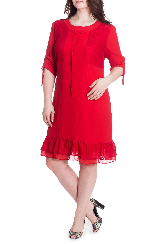 ПлатьеПлатья<br>Нарядное платье с воланами по подолу. Модель выполнена из приятного материала. Отличный выбор для любого случая.  В изделии использованы цвета: красный  Рост девушки-фотомодели 180 см<br><br>Горловина: С- горловина<br>По длине: До колена<br>По материалу: Гипюр,Тканевые<br>По рисунку: Однотонные<br>По сезону: Весна,Зима,Лето,Осень,Всесезон<br>По силуэту: Полуприталенные<br>По стилю: Нарядный стиль<br>По форме: Платье - трапеция<br>По элементам: С воланами и рюшами,С декором<br>Рукав: Рукав три четверти<br>Размер : 56,58,60<br>Материал: Плательная ткань + Гипюр<br>Количество в наличии: 3