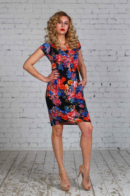 ПлатьеПлатья<br>Платье из легкого струящегося трикотажного полотна свободного силуэта  со складками от линии груди к талии, рукав - втачной, карманы в рельефных швах.  Длина платья от 97 см до 103 см , в зависимости от размера.  Цвет: черный, красный, синий  Рост девушки-фотомодели 175 см<br><br>Горловина: С- горловина<br>По длине: До колена<br>По материалу: Вискоза,Трикотаж<br>По рисунку: Растительные мотивы,С принтом,Цветные,Цветочные<br>По силуэту: Полуприталенные<br>По форме: Платье - футляр<br>По элементам: С карманами<br>Рукав: Короткий рукав<br>По сезону: Лето<br>По стилю: Повседневный стиль,Летний стиль<br>Размер : 48<br>Материал: Холодное масло<br>Количество в наличии: 1