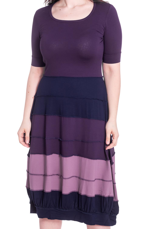 ПлатьеПлатья<br>Цветное платье с юбкой quot;баллонquot;. Модель выполнена приятного материала. Отличный выбор для повседневного гардероба.  В изделии использованы цвета: фиолетовый, синий и др.  Рост девушки-фотомодели 180 см<br><br>Горловина: С- горловина<br>Рукав: До локтя,Короткий рукав<br>Длина: Ниже колена<br>Материал: Вискоза<br>Рисунок: В полоску,Цветные<br>Сезон: Весна,Осень<br>Силуэт: Свободные<br>Стиль: Повседневный стиль<br>Форма: Платье - баллон<br>Размер : 46-48<br>Материал: Вискоза<br>Количество в наличии: 1