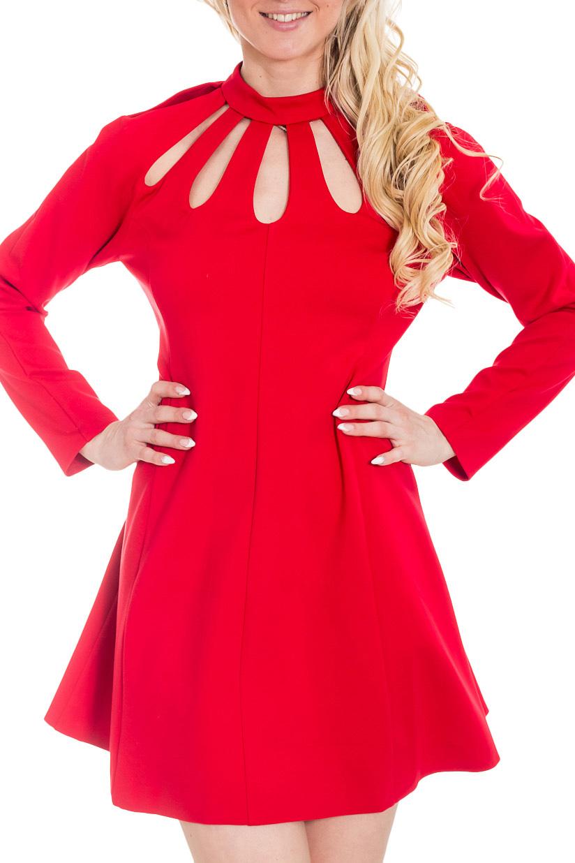 ПлатьеПлатья<br>Платье с капельками, насыщенного цвета, должно очень понравиться романтическим девушкам. Превосходно сшитое, оно подчеркнет вашу индивидуальность, добавит оптимизма всем окружающим. Отлично будете выглядеть в нем на празднике, а с пиджаком или курткой сможете поднимать настроение своим коллегам на работе. Длина платья чуть выше колена и длинный рукав делают его незаменимым для весенних и осенних прогулок.  Цвет: красный  Рост девушки-фотомодели 170 см.<br><br>Воротник: Стойка<br>По длине: Мини<br>По материалу: Трикотаж<br>По рисунку: Однотонные<br>По силуэту: Приталенные<br>По стилю: Повседневный стиль<br>По форме: Платье - трапеция<br>По элементам: С вырезом<br>Рукав: Длинный рукав<br>По сезону: Осень,Весна,Зима<br>Размер : 42,46<br>Материал: Трикотаж<br>Количество в наличии: 2