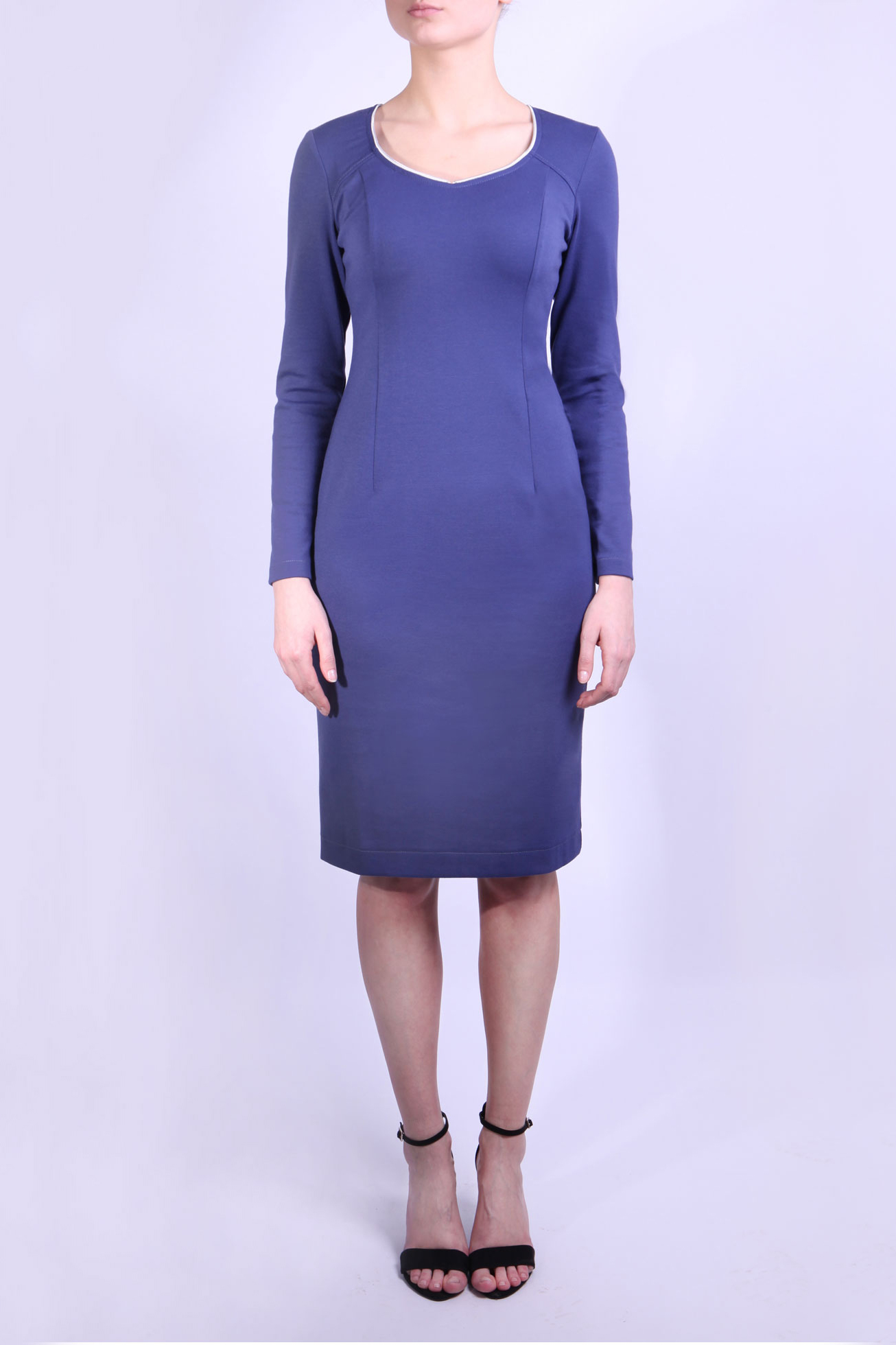 ПлатьеПлатья<br>Строгое платье с длинным рукавом и застежкой типа молния, находящейся сзади. Идеально подойдет под форменный жакет Вашей фирмы. В офисе Вы будете неотразимы.  Параметры размеров: Обхват груди размер 42 - 84 см, размер 44 - 88 см, размер 46 - 92 см, размер 48 - 96 см, размер 50 - 100 см Обхват талии размер 42 - 64 см, размер 44 - 68 см, размер 46 - 72 см, размер 48 - 76 см, размер 50 - 80 см Обхват бедер размер 42 - 92 см, размер 44 - 96 см, размер 46 - 100 см, размер 48 - 104 см, размер 50 - 108 см  Цвет:синий  Ростовка изделия 164 см.<br><br>Горловина: Фигурная горловина<br>По длине: До колена<br>По материалу: Вискоза,Трикотаж<br>По рисунку: Однотонные<br>По силуэту: Приталенные<br>По стилю: Офисный стиль,Повседневный стиль<br>По форме: Платье - футляр<br>По элементам: С молнией,С отделочной фурнитурой,С разрезом<br>Разрез: Короткий<br>Рукав: Длинный рукав<br>По сезону: Осень,Весна,Зима<br>Размер : 42,44,46,48,50<br>Материал: Джерси<br>Количество в наличии: 5