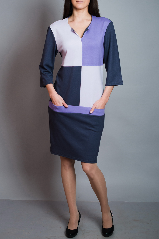 ПлатьеПлатья<br>Чудесное платье с фигурной горловиной и рукавами 3/4. Модель выполнена из приятного материала. Отличный выбор для повседневного гардероба. Платье без пояса.  В изделии использованы цвета: синий, белый, сиреневый  Ростовка изделия 170 см.<br><br>Горловина: Фигурная горловина<br>По длине: До колена<br>По материалу: Вискоза,Трикотаж<br>По рисунку: Геометрия,Цветные<br>По сезону: Зима,Осень,Весна<br>По силуэту: Полуприталенные<br>По стилю: Повседневный стиль<br>По форме: Платье - футляр<br>По элементам: С карманами<br>Рукав: Рукав три четверти<br>Размер : 44,46<br>Материал: Трикотаж<br>Количество в наличии: 2