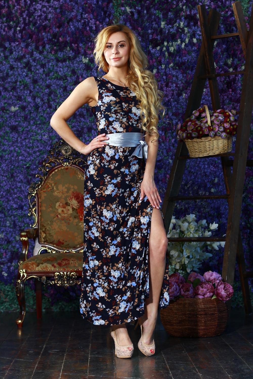 ПлатьеПлатья<br>Длинное платье из легкого струящегося трикотажного полотна. Платье отрезное по линии талии с отрезными бочками на полочке и спинке. Юбка прямая с высокими разрезами по боковым швам. Платье без пояса.  Цвет: синий, голубой и др.  Рост девушки-фотомодели 175 см<br><br>Горловина: С- горловина<br>По длине: Макси<br>По материалу: Вискоза,Трикотаж<br>По рисунку: Растительные мотивы,С принтом,Цветные,Цветочные<br>По сезону: Весна,Зима,Лето,Осень,Всесезон<br>По силуэту: Приталенные<br>По стилю: Нарядный стиль,Повседневный стиль<br>По форме: Платье - футляр<br>По элементам: С разрезом<br>Разрез: Длинный<br>Рукав: Без рукавов<br>Размер : 44,46<br>Материал: Холодное масло<br>Количество в наличии: 2
