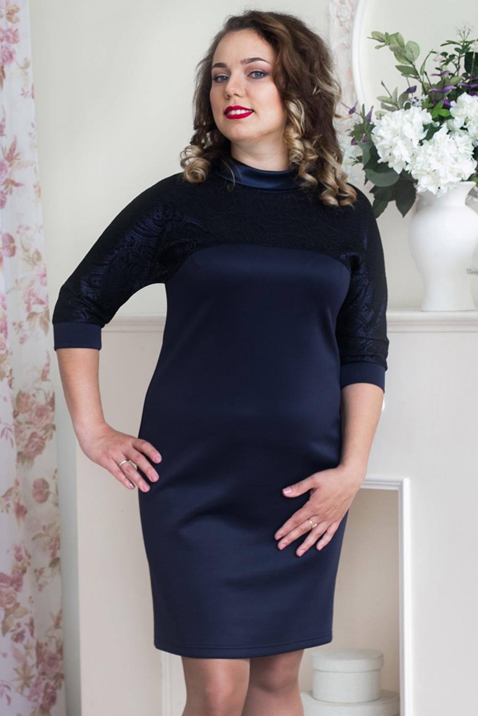 ПлатьеПлатья<br>Наряджное женское платье с интересной горловиной и рукавами 3/4. Модель выполнена из однотонного трикотажа и ажурного гипюра. Отличный выбор для любого торжества.  Цвет: синий, черный  Рост девушки-фотомодели 164 см.<br><br>По образу: Свидание,Выход в свет,Город<br>По стилю: Повседневный стиль,Нарядный стиль<br>По материалу: Гипюр,Трикотаж<br>По рисунку: Однотонные<br>По сезону: Лето,Осень,Весна,Всесезон,Зима<br>По силуэту: Полуприталенные<br>По элементам: С декором<br>По форме: Платье - футляр<br>По длине: До колена<br>Воротник: Фантазийный<br>Рукав: Рукав три четверти<br>Размер: 48,50,52,54,56<br>Материал: 90% полиэстер 10% лайкра<br>Количество в наличии: 2