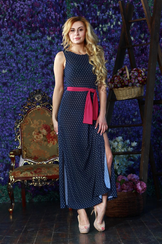 ПлатьеПлатья<br>Длинное платье из легкого струящегося трикотажного полотна. Платье отрезное по линии талии с отрезными бочками на полочке и спинке. Юбка прямая с высокими разрезами по боковым швам. Платье без пояса.  Цвет: синий, белый  Рост девушки-фотомодели 175 см<br><br>Горловина: С- горловина<br>По длине: Макси<br>По материалу: Вискоза,Трикотаж<br>По рисунку: В горошек,С принтом,Цветные<br>По сезону: Весна,Зима,Лето,Осень,Всесезон<br>По силуэту: Приталенные<br>По стилю: Повседневный стиль<br>По форме: Платье - футляр<br>По элементам: С разрезом<br>Разрез: Длинный<br>Рукав: Без рукавов<br>Размер : 42,44,50<br>Материал: Холодное масло<br>Количество в наличии: 3