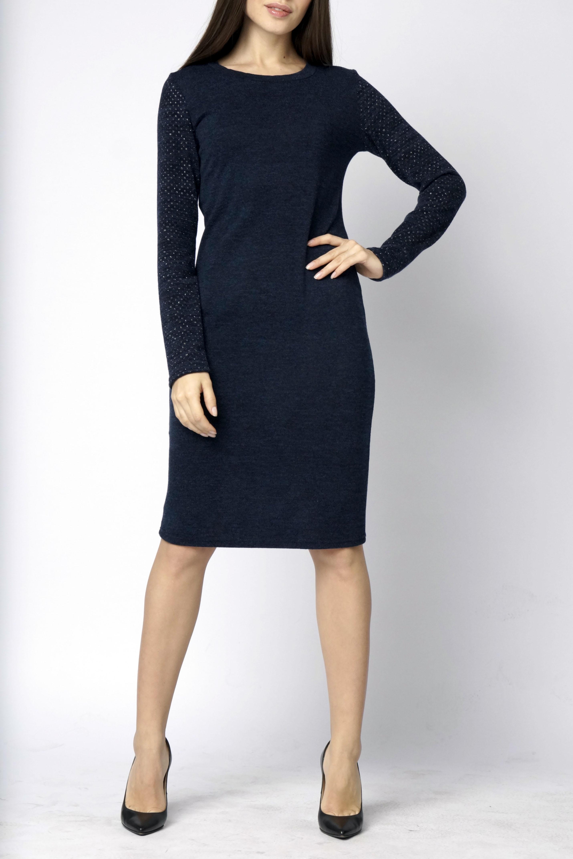 ПлатьеПлатья<br>Элегантное платье прилегающего силуэта с длинным перфорированным рукавом и круглым вырезом горловины. Модель выполнена из комфортного трикотажного полотна.  Длина изделия 100 см.  Цвет: синий  Ростовка изделия 170 см.<br><br>Горловина: С- горловина<br>По длине: Ниже колена<br>По материалу: Трикотаж<br>По рисунку: Однотонные<br>По силуэту: Полуприталенные<br>По стилю: Офисный стиль,Повседневный стиль<br>По форме: Платье - футляр<br>Рукав: Длинный рукав<br>По сезону: Зима<br>Размер : 54-56<br>Материал: Трикотаж<br>Количество в наличии: 2
