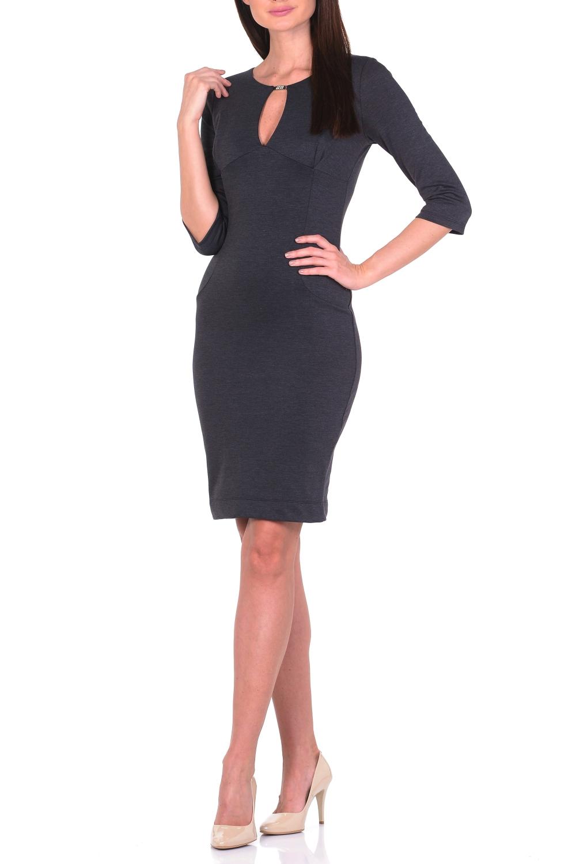 ПлатьеПлатья<br>Выглядеть женственно и элегантно каждый день Вам поможет однотонное платье из джерси. Благодаря классическому крою футляр сохраняющее форму джерси-стрейч мягко облегает фигуру. Тальевые вытачки спереди и сзади обеспечивают оптимальную посадку и создают женственный силуэт. Утонченный круглый вырез, переходящий в V-образный разрез, привлекает внимание к обольстительному декольте. Верх V-образного разреза декорирован металлическим элементом. Для удобства ходьбы сзади расположена шлица. Наиболее выигрышно такое платье смотрится с обувью на каблуках и с эффектным украшением. Ткань - плотный трикотаж, характеризующийся эластичностью, растяжимостью и мягкостью.  Длина изделия по спинке 100 см.  В изделии использованы цвета: графитовый  Рост девушки-фотомодели 170 см.<br><br>Горловина: С- горловина<br>По длине: До колена<br>По материалу: Вискоза,Трикотаж<br>По образу: Город,Офис,Свидание<br>По рисунку: Однотонные<br>По силуэту: Приталенные<br>По стилю: Классический стиль,Кэжуал,Офисный стиль,Повседневный стиль<br>По форме: Платье - футляр<br>По элементам: С декором,С разрезом<br>Разрез: Короткий,Шлица<br>Рукав: Рукав три четверти<br>По сезону: Осень,Весна<br>Размер : 44,46,48,50<br>Материал: Трикотаж<br>Количество в наличии: 4