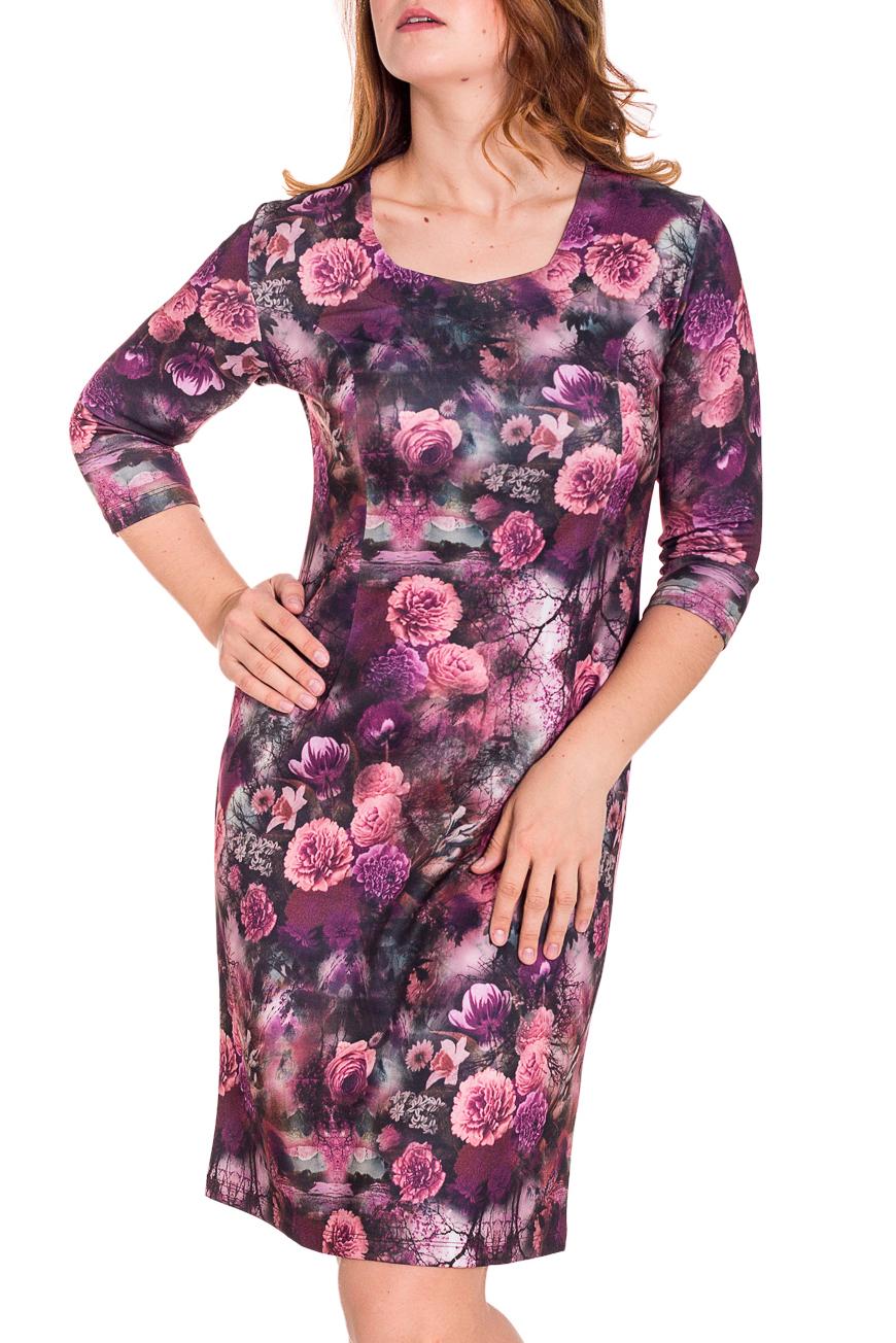 ПлатьеПлатья<br>Красивое женское платье с фигурной горловиной и рукавами 3/4. Модель выполнена из приятного трикотажа. Отличный выбор для повседневного гардероба.  Цвет: розовый, фиолетовый  Рост девушки-фотомодели 180 см.<br><br>По длине: До колена<br>По материалу: Трикотаж<br>По рисунку: Растительные мотивы,Цветные,Цветочные,С принтом<br>По сезону: Весна,Осень,Зима<br>По стилю: Повседневный стиль,Романтический стиль<br>По форме: Платье - футляр<br>Рукав: Рукав три четверти<br>Горловина: Фигурная горловина<br>По силуэту: Приталенные<br>Размер : 50,52<br>Материал: Трикотаж<br>Количество в наличии: 4