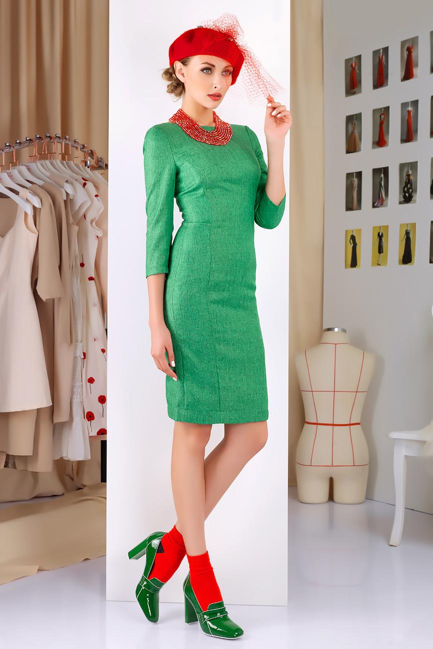 ПлатьеПлатья<br>Платье для повседневной носки из полированной костюмной ткани с эффектом меланж. Вставка из эластичного джерси по центру спинки создает комфорт в носке и обеспечивает идеальность посадки. Декоративно-функциональная молния по центру спинки является модной деталью этого сезона.   Длина рукава 40 см, длина платья от талии 58 см (для размера 44).  Цвет: зеленый, черный  Рост девушки-фотомодели 172 см.<br><br>По образу: Свидание,Город,Офис<br>По стилю: Повседневный стиль<br>По материалу: Трикотаж<br>По рисунку: Однотонные<br>По сезону: Осень,Весна<br>По силуэту: Приталенные<br>По элементам: С декором,С молнией,С открытой спиной<br>По форме: Платье - футляр<br>По длине: До колена<br>Рукав: Рукав три четверти<br>Горловина: Лодочка<br>Размер: 44,46,48<br>Материал: 60% район 20% вискоза 10% шерсть<br>Количество в наличии: 1