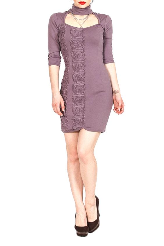 ПлатьеПлатья<br>Трикотажное платье из полотна-джерси с декоративной вышивкой - сутажем из джерси, воротником-стойкой и шнуровкой на спинке.  Рассчитано на рост 160-170 см  Цвет: серо-сиреневый  Параметры изделия (обхват груди, обхват талии, обхват бедер): 46 размер:92 см, 74 см., 98 см 48 размер: 96 см, 78 см., 102 см<br><br>Воротник: Стойка<br>По длине: До колена<br>По материалу: Вискоза,Трикотаж<br>По образу: Свидание<br>По рисунку: Однотонные,Фактурный рисунок<br>По сезону: Весна,Осень<br>По силуэту: Приталенные<br>По стилю: Нарядный стиль,Повседневный стиль<br>По форме: Платье - футляр<br>По элементам: С вырезом,С декором,С завязками<br>Рукав: Рукав три четверти<br>Горловина: Фигурная горловина<br>Размер : 46<br>Материал: Джерси<br>Количество в наличии: 1