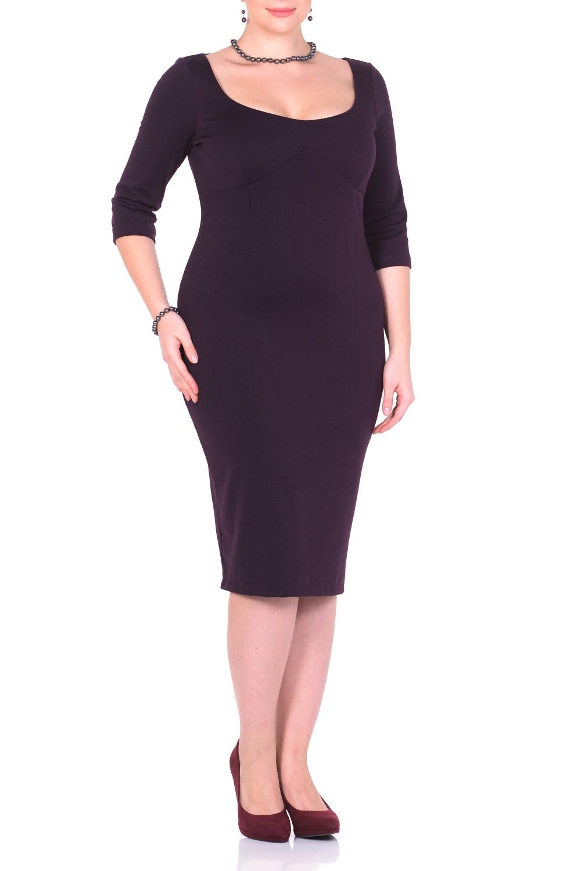 ПлатьеПлатья<br>Образец женственности – однотонное платье миди. Нарочитая лаконичность фасона и однотонная расцветка непроизвольно привлекают внимание и акцентируют его на женственной элегантности Вашего образа. Узкий покрой эффектно повторяет женственные изгибы, а благодаря тальевым вытачкам спереди и сзади обеспечивается оптимальная посадка платья. Глубокий круглый вырез спереди искусно подчеркивает обольстительное декольте и, как магнит, притягивает восторженные взгляды. Для удобства ходьбы сзади расположена шлица. Рукав 3/4. Офисные будни, торжественное мероприятие, вечеринка, свидание – это платье подходит для любого повода   Длина изделия 107-110 см.  В изделии использованы цвета: темно-фиолетовый  Ростовка изделия 170 см.<br><br>Горловина: С- горловина<br>По длине: Ниже колена<br>По материалу: Трикотаж<br>По рисунку: Однотонные<br>По сезону: Зима,Осень,Весна<br>По силуэту: Приталенные<br>По стилю: Кэжуал,Повседневный стиль<br>По форме: Платье - футляр<br>По элементам: С разрезом<br>Разрез: Короткий,Шлица<br>Рукав: Рукав три четверти<br>Размер : 44,46,48,50<br>Материал: Трикотаж<br>Количество в наличии: 4