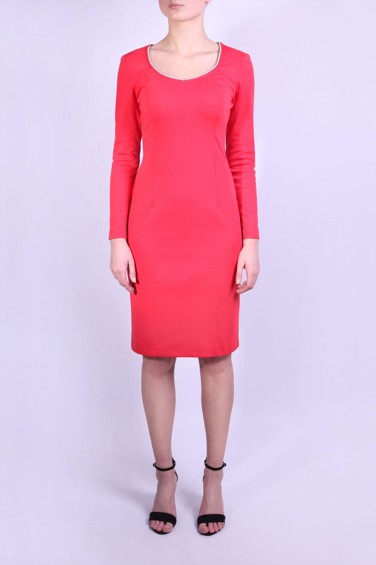 ПлатьеПлатья<br>Строгое платье кораллового цвета с длинным рукавом и застежкой типа молния, находящейся сзади.  Параметры размеров: Обхват груди размер 42 - 84 см, размер 44 - 88 см, размер 46 - 92 см, размер 48 - 96 см, размер 50 - 100 см Обхват талии размер 42 - 64 см, размер 44 - 68 см, размер 46 - 72 см, размер 48 - 76 см, размер 50 - 80 см Обхват бедер размер 42 - 92 см, размер 44 - 96 см, размер 46 - 100 см, размер 48 - 104 см, размер 50 - 108 см  Цвет: коралловый  Ростовка изделия 164 см.<br><br>Горловина: Фигурная горловина<br>По длине: До колена<br>По материалу: Вискоза,Трикотаж<br>По образу: Город,Свидание<br>По рисунку: Однотонные<br>По силуэту: Приталенные<br>По стилю: Повседневный стиль<br>По форме: Платье - футляр<br>По элементам: С молнией,С отделочной фурнитурой,С разрезом<br>Разрез: Короткий<br>Рукав: Длинный рукав<br>По сезону: Осень,Весна<br>Размер : 44,46,48,50<br>Материал: Джерси<br>Количество в наличии: 5