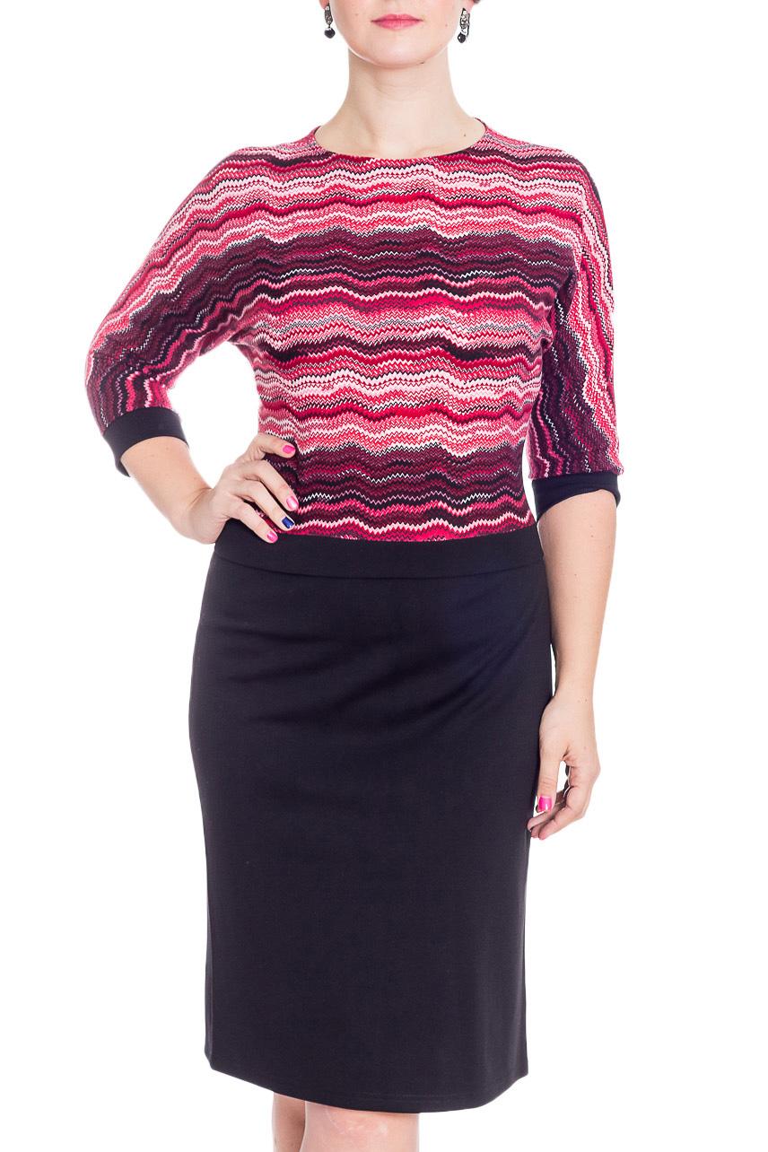 ПлатьеПлатья<br>Женское платье прилегающего силуэта с имитацией блузки и юбки. Модель станет прекрасной составляющей Вашего повседневного гардероба.  В изделии использованы цвета: черный, розовый и др.  Рост девушки-фотомодели 180 см<br><br>Горловина: С- горловина<br>По длине: Ниже колена<br>По материалу: Трикотаж<br>По рисунку: В горошек,С принтом,Цветные<br>По силуэту: Приталенные<br>По стилю: Повседневный стиль<br>По форме: Платье - футляр<br>По элементам: С манжетами<br>Рукав: Рукав три четверти<br>По сезону: Осень,Весна,Зима<br>Размер : 48,50,52<br>Материал: Трикотаж<br>Количество в наличии: 3