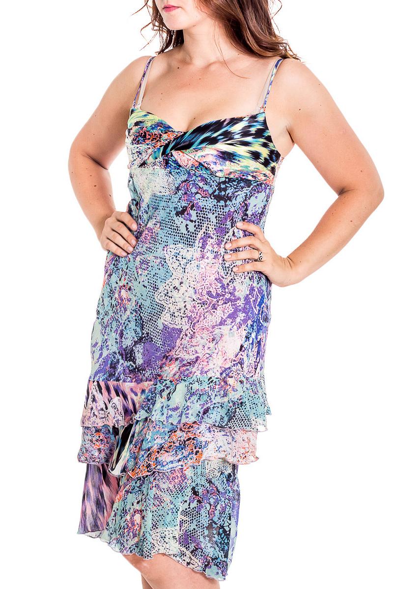 СарафанСарафаны<br>Красивый сарафан на тонких бретелях. Модель выполнена из воздушного шифона и гладкого атласа. Отличный выбор для повседневного гардероба.  В изделии использованы цвета: голубой, фиолетовый, зеленый, черный и др.  Рост девушки-фотомодели 180 см<br><br>Бретели: Тонкие бретели<br>По длине: Ниже колена<br>По материалу: Атлас,Шифон<br>По рисунку: Абстракция,С принтом,Цветные,Леопард<br>По силуэту: Приталенные<br>По стилю: Повседневный стиль,Летний стиль<br>По элементам: С воланами и рюшами<br>Рукав: Без рукавов<br>По сезону: Лето<br>Размер : 48,50<br>Материал: Шифон + Атлас<br>Количество в наличии: 3