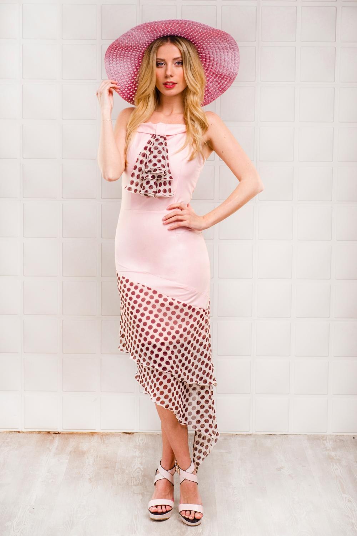 ПлатьеПлатья<br>Великолепное платье из однотонного материала с отделкой из воздушного шифона в горошек. Отличный выбор для любого случая.  Цвет: розовый, коричневый  Рост девушки-фотомодели 170 см<br><br>По длине: Ниже колена,Миди<br>По материалу: Вискоза,Шифон<br>По рисунку: В горошек,С принтом,Цветные<br>По сезону: Весна,Зима,Лето,Осень,Всесезон<br>По силуэту: Приталенные<br>По стилю: Нарядный стиль,Повседневный стиль<br>По форме: Платье - футляр<br>По элементам: С воланами и рюшами,С фигурным низом<br>Рукав: Без рукавов<br>Воротник: Фантазийный<br>Размер : 42<br>Материал: Плательная ткань + Шифон<br>Количество в наличии: 1