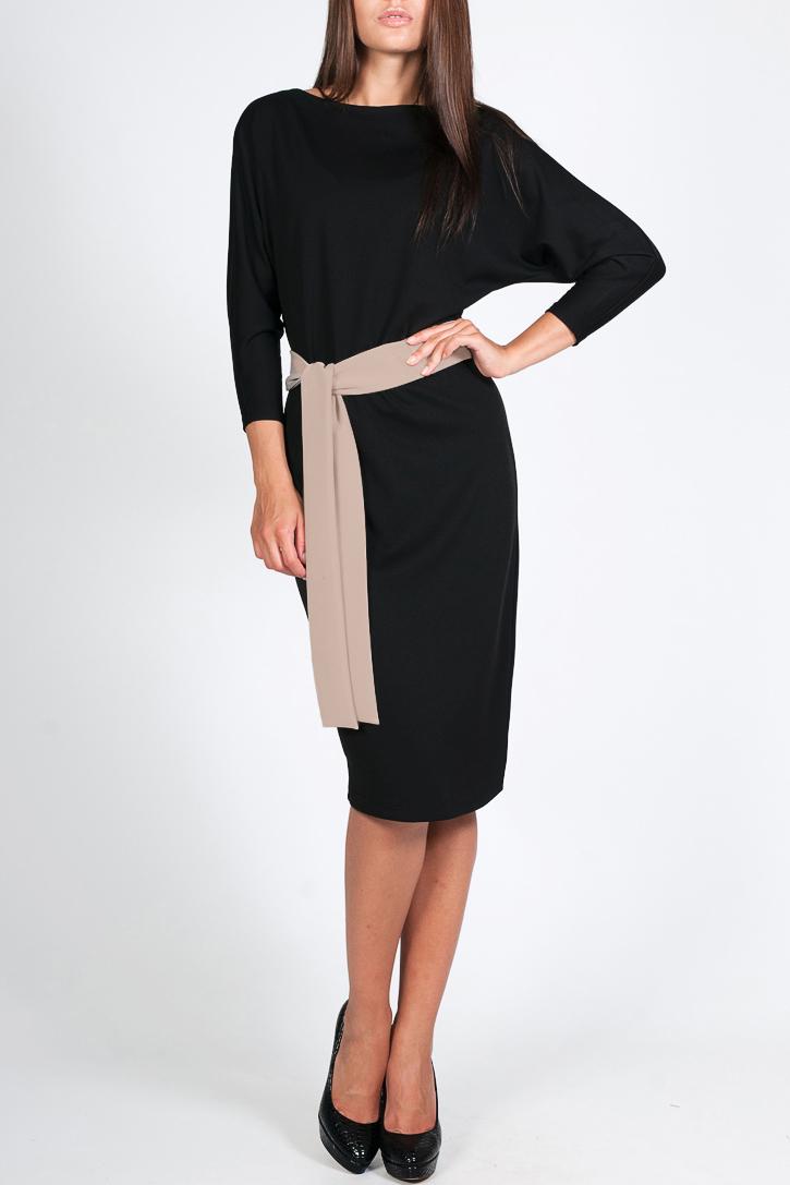 ПлатьеПлатья<br>Прекрасное женское платье с круглой горловиной, цельнокроеными рукавами длиной 3/4. Модель выполнена из приятного трикотажа. Отличный выбор для повседневного и делового гардероба. Платье с поясом.  Цвет: черный, бежевый  Параметры изделия: 42 размер: длина изделия по спинке - 105,5см, полуобхват по линии бедра - 45,5см;  50 размер: длина изделия по спинке - 108см, полуобхват по линии бедра - 53,5см.  Рост девушки-фотомодели 170 см<br><br>Горловина: Лодочка<br>По длине: Ниже колена<br>По материалу: Трикотаж<br>По рисунку: Однотонные<br>По силуэту: Полуприталенные<br>По стилю: Офисный стиль,Повседневный стиль<br>По элементам: С поясом<br>Рукав: Рукав три четверти<br>По сезону: Осень,Весна<br>Размер : 42,44<br>Материал: Джерси<br>Количество в наличии: 2