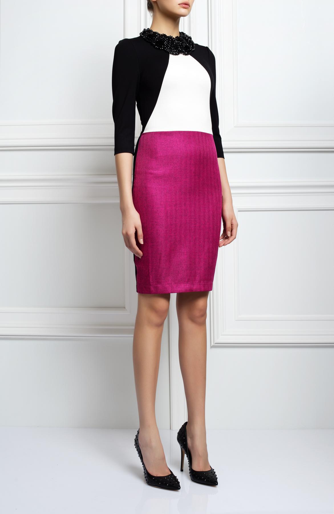 ПлатьеПлатья<br>Женское платье с круглой горловиной и рукавами 3/4. Модель выполнена из плотной ткани. Отличный выбор для повседневного гардероба.  Цвет: розовый, черный, белый<br><br>По образу: Город,Свидание<br>По стилю: Молодежный стиль,Повседневный стиль<br>По материалу: Вискоза,Тканевые<br>По рисунку: Цветные<br>По сезону: Весна,Осень<br>По силуэту: Полуприталенные<br>По форме: Платье - футляр<br>По длине: Миди<br>Рукав: Рукав три четверти<br>Горловина: С- горловина<br>Размер: 42,44,46,48<br>Материал: 65% вискоза 30% хлопок 5% эластан<br>Количество в наличии: 1