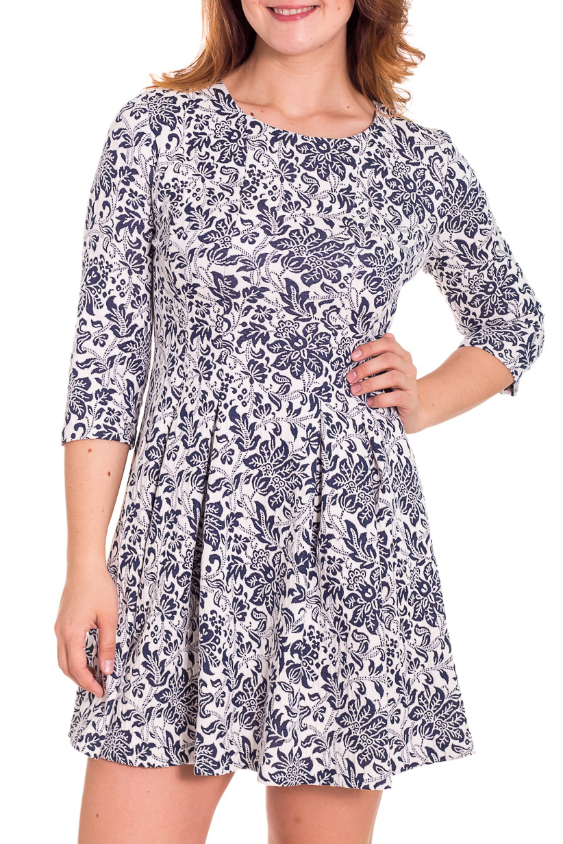 ПлатьеПлатья<br>Дивное платье с круглой горловиной и рукавами 3/4. Модель выполнена из приятного трикотажа. Отличный выбор для повседневного гардероба.  Цвет: синий, белый  Рост девушки-фотомодели 180 см<br><br>Горловина: С- горловина<br>По длине: До колена<br>По материалу: Вискоза,Трикотаж<br>По образу: Город,Свидание<br>По рисунку: Абстракция,Цветные<br>По сезону: Весна,Осень<br>По силуэту: Полуприталенные<br>По стилю: Повседневный стиль<br>По форме: Платье - трапеция<br>Рукав: Рукав три четверти<br>Размер : 46,52<br>Материал: Трикотаж<br>Количество в наличии: 2