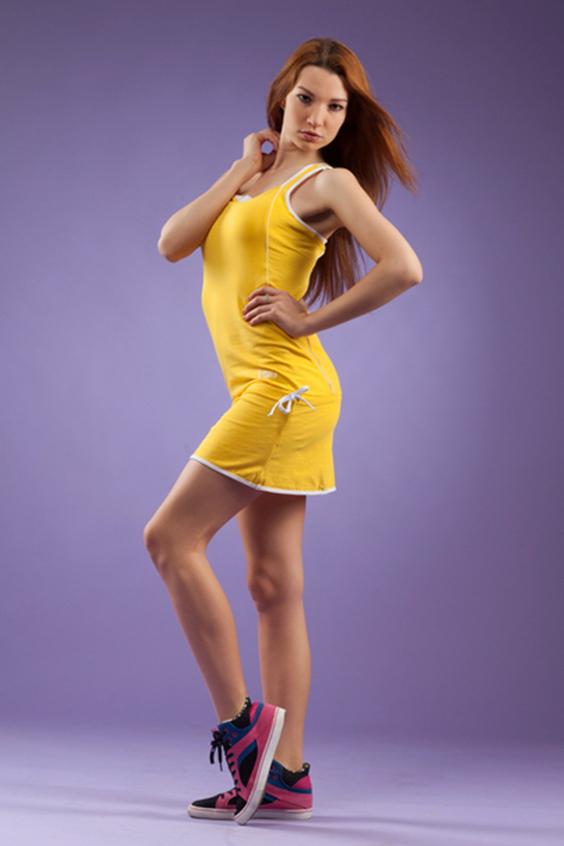 ПлатьеПлатья<br>Женское платье в спортивном стиле. Отличный выбор для занятий спортом или активного отдыха.  Цвет: желтый, белый  Рост девушки-фотомодели 170 см.<br><br>По стилю: Повседневные<br>По материалу: Хлопковые<br>По рисунку: Однотонные<br>По сезону: Лето<br>По силуэту: Полуприталенные<br>По длине: Мини<br>Бретели: Тонкие бретели<br>Размер: 44,46<br>Материал: 95% хлопок 5% эластан<br>Количество в наличии: 3