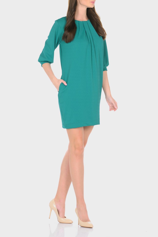 ПлатьеПлатья<br>Трикотажное платье совмещает в себе комфорт и элегантность. Платье идеально подходит как для офиса, так и для более непринужденной обстановки. Модель нарочито лаконичного прямого кроя наделена неповторимой выразительностью благодаря фактурной ткани. Складки у круглого выреза и рукава 3/4 на манжетаж подчеркивают женственную элегантность модели. В боковом шве расположены карманы. Простота кроя и минимум отделки позволят Вам поэкспериментировать с аксессуарами. Создавайте Ваш стиль с удовольствием.   Длина изделия 87-90 см.  В изделии использованы цвета: изумрудный  Ростовка изделия 170 см.<br><br>Горловина: С- горловина<br>По длине: До колена<br>По материалу: Трикотаж<br>По рисунку: Однотонные<br>По сезону: Зима,Осень,Весна<br>По силуэту: Приталенные<br>По стилю: Классический стиль,Кэжуал,Офисный стиль,Повседневный стиль<br>По форме: Платье - футляр<br>По элементам: С манжетами,Со складками<br>Рукав: Рукав три четверти<br>Размер : 44,46,48,50<br>Материал: Трикотаж<br>Количество в наличии: 4